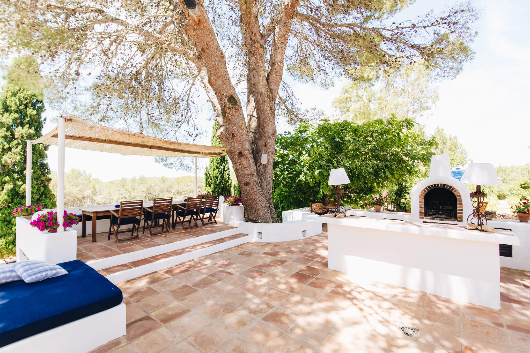 https://www.white-ibiza.com/wp-content/uploads/2020/05/white-ibiza-villas-can-amelida-exterior-outside-kitchen-dining.jpg