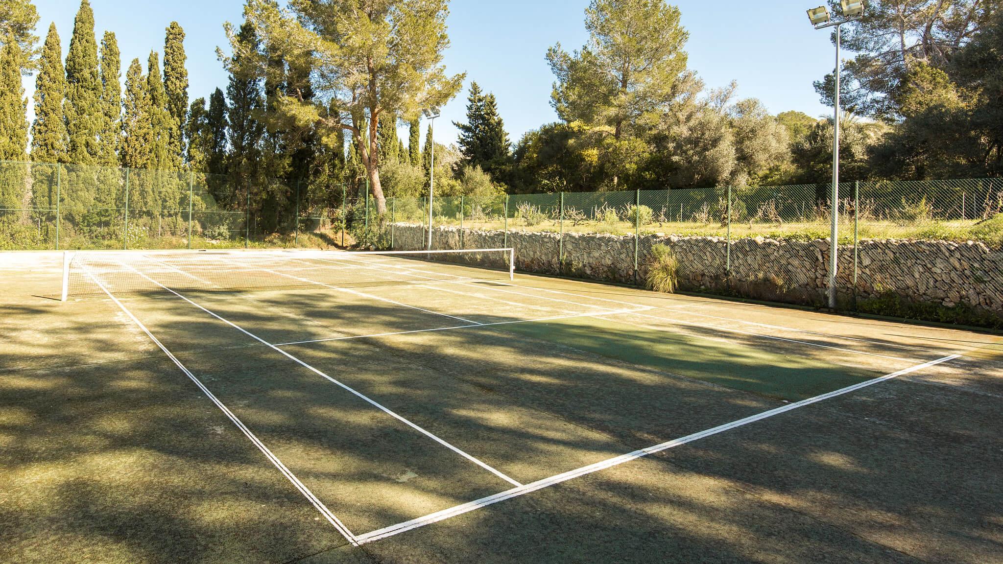 https://www.white-ibiza.com/wp-content/uploads/2020/05/white-ibiza-villas-can-amelida-exterior-tennis-court.jpg
