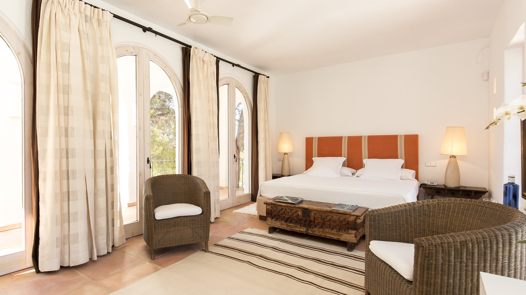 https://www.white-ibiza.com/wp-content/uploads/2020/05/white-ibiza-villas-can-amelida-interior-bedroom.jpg