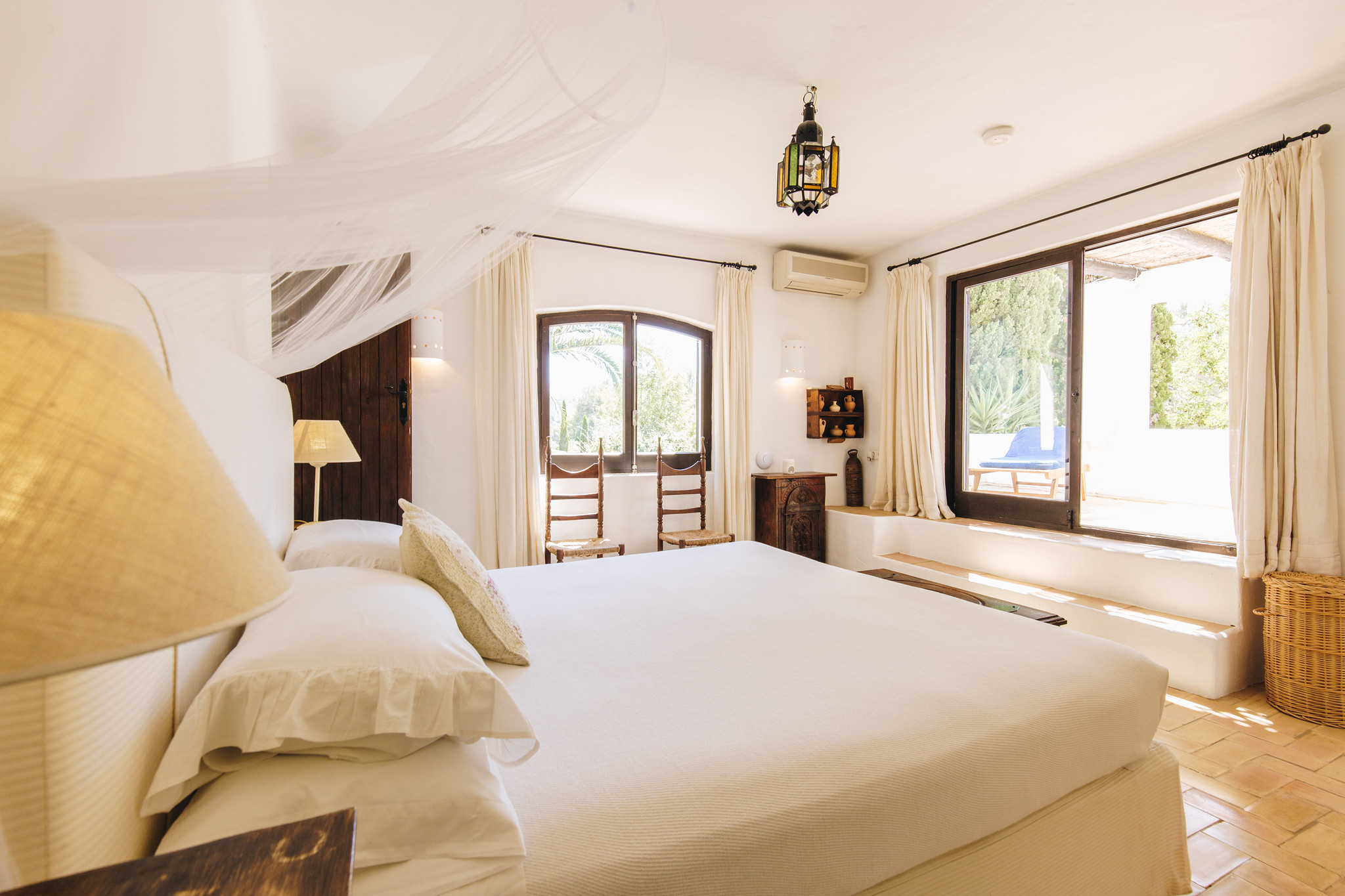 https://www.white-ibiza.com/wp-content/uploads/2020/05/white-ibiza-villas-can-amelida-interior-bedroom2.jpg