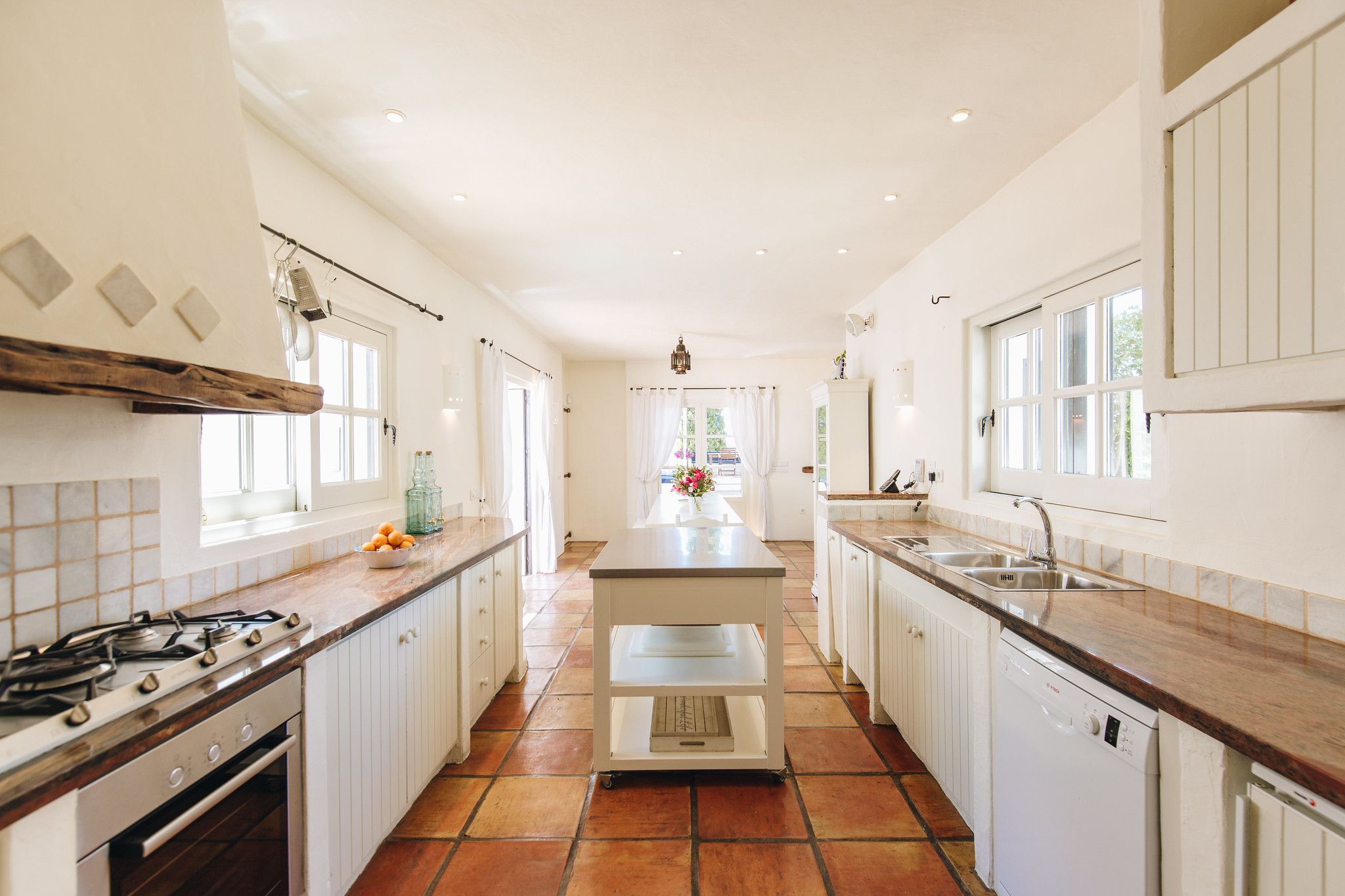 https://www.white-ibiza.com/wp-content/uploads/2020/05/white-ibiza-villas-can-amelida-interior-kitchen.jpg