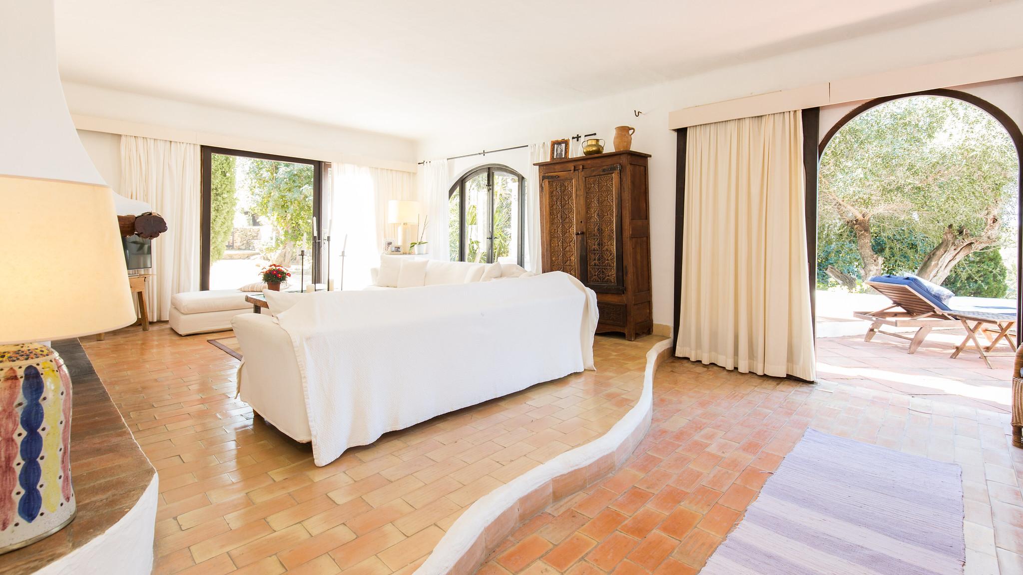 https://www.white-ibiza.com/wp-content/uploads/2020/05/white-ibiza-villas-can-amelida-interior-living-room.jpg