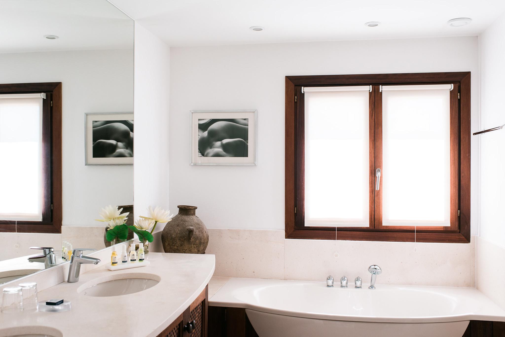 https://www.white-ibiza.com/wp-content/uploads/2020/05/white-ibiza-villas-can-ava-bathroom.jpg