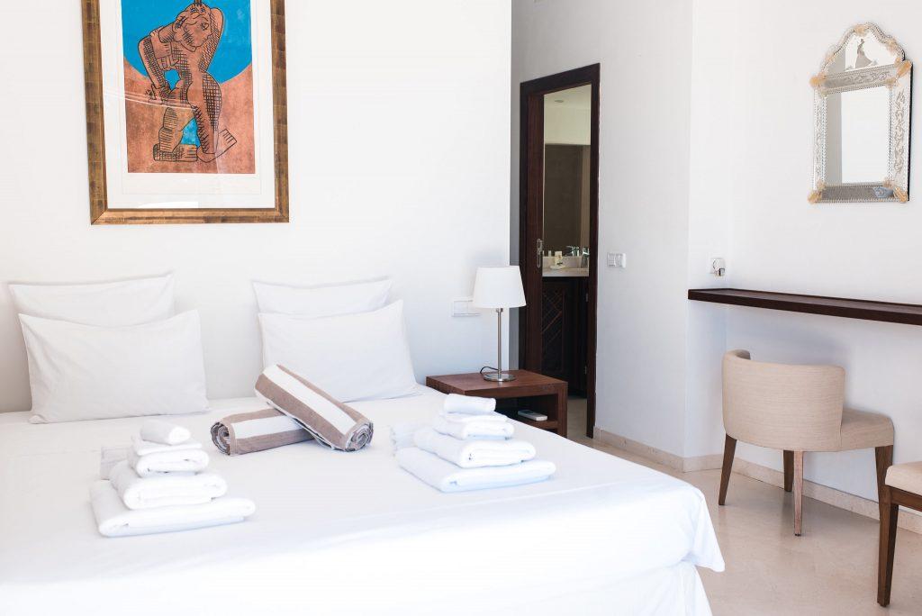 white-ibiza-villas-can-ava-bedroom