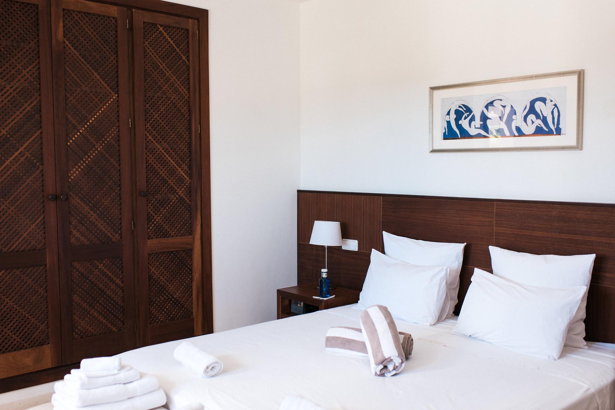 https://www.white-ibiza.com/wp-content/uploads/2020/05/white-ibiza-villas-can-ava-bedroom2.jpg