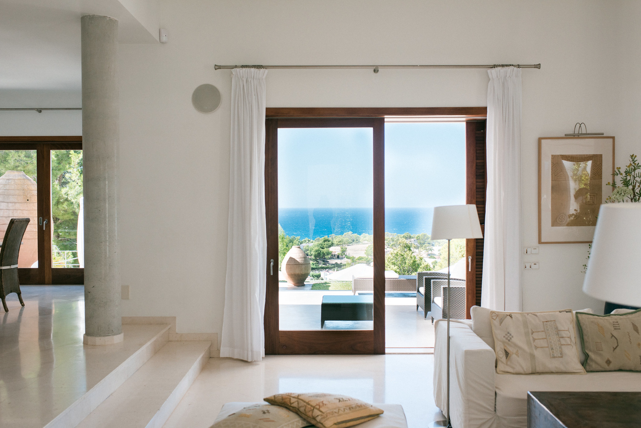 https://www.white-ibiza.com/wp-content/uploads/2020/05/white-ibiza-villas-can-ava-lounge.jpg