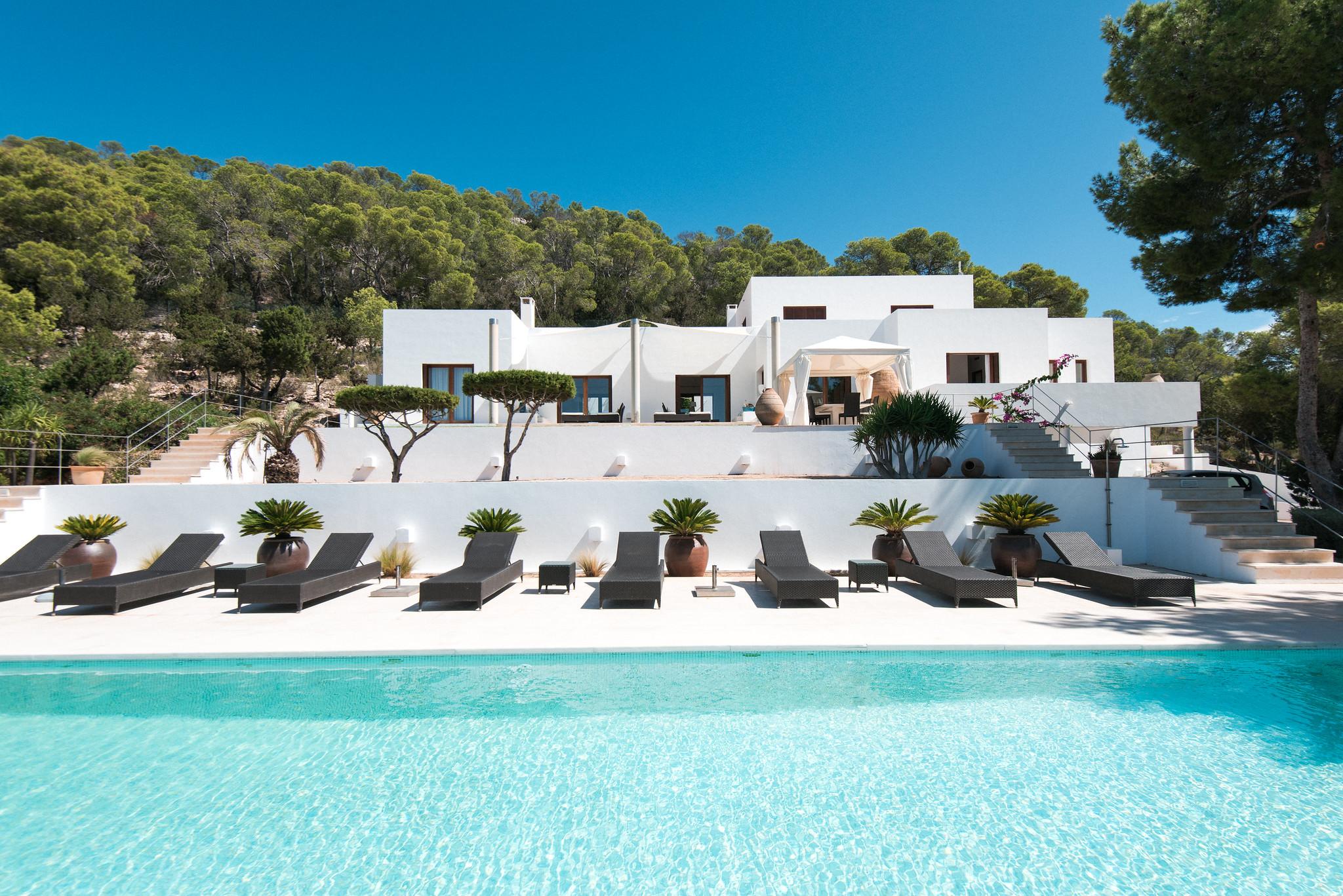 https://www.white-ibiza.com/wp-content/uploads/2020/05/white-ibiza-villas-can-ava-pool.jpg