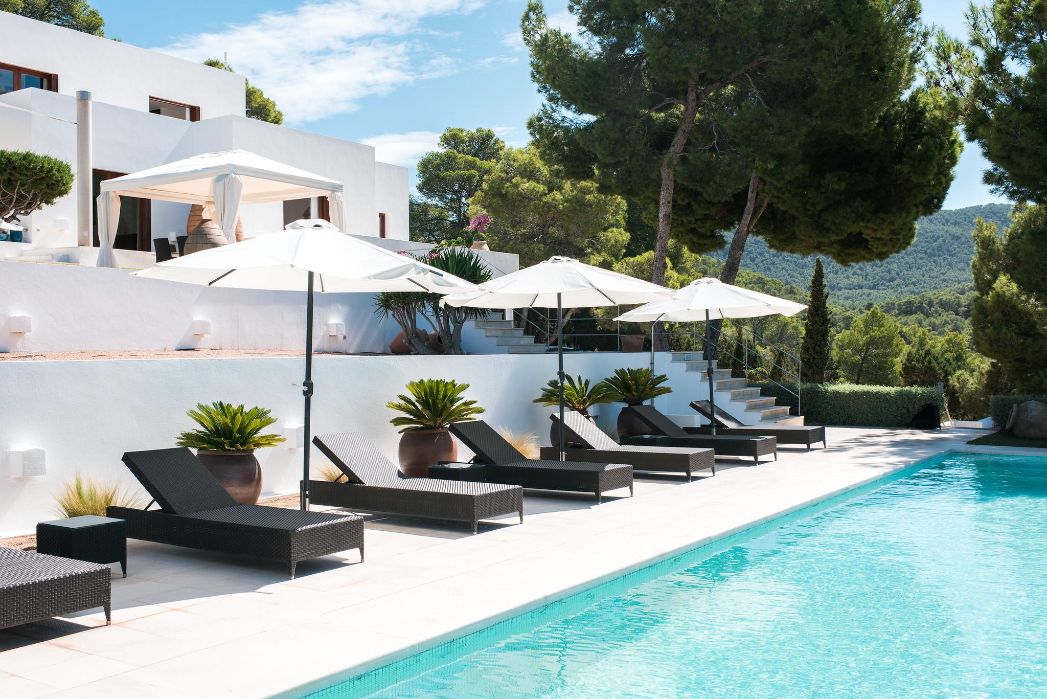 https://www.white-ibiza.com/wp-content/uploads/2020/05/white-ibiza-villas-can-ava-sun-loungers.jpg