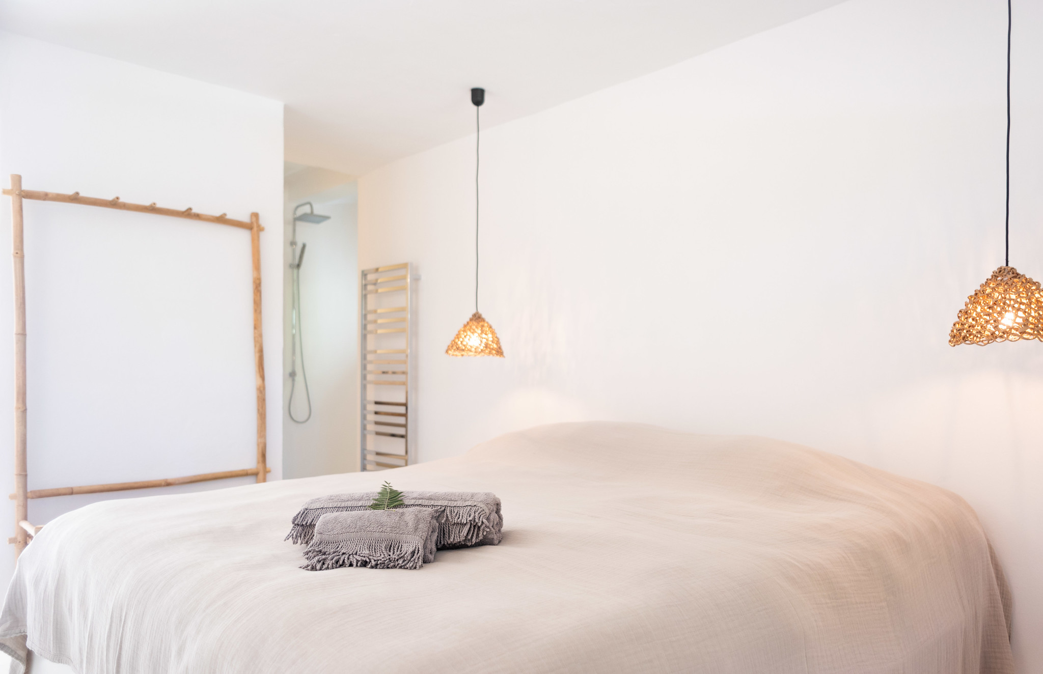 https://www.white-ibiza.com/wp-content/uploads/2020/05/white-ibiza-villas-can-cactus-bedroom.jpg