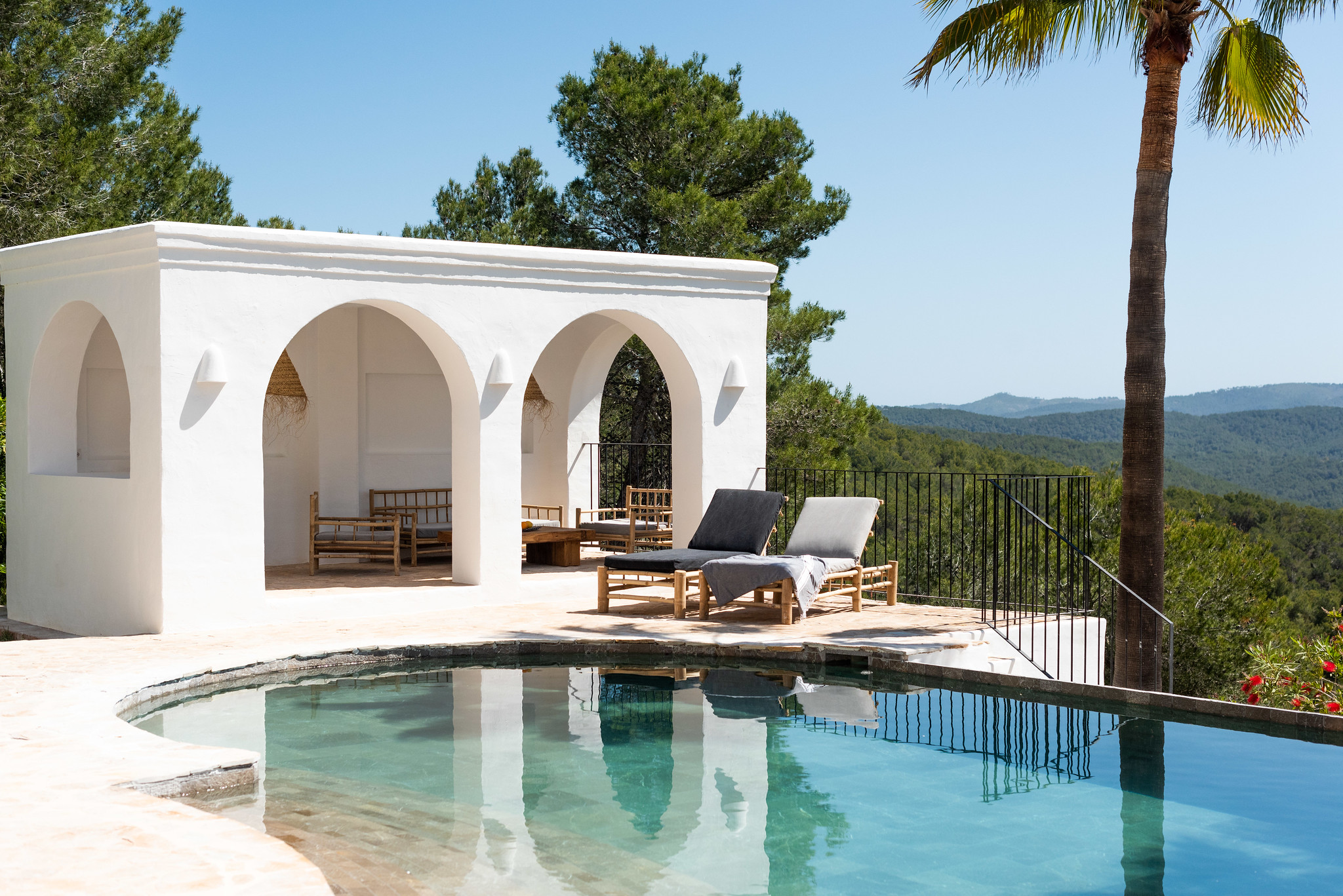 https://www.white-ibiza.com/wp-content/uploads/2020/05/white-ibiza-villas-can-cactus-shaded.seating.jpg