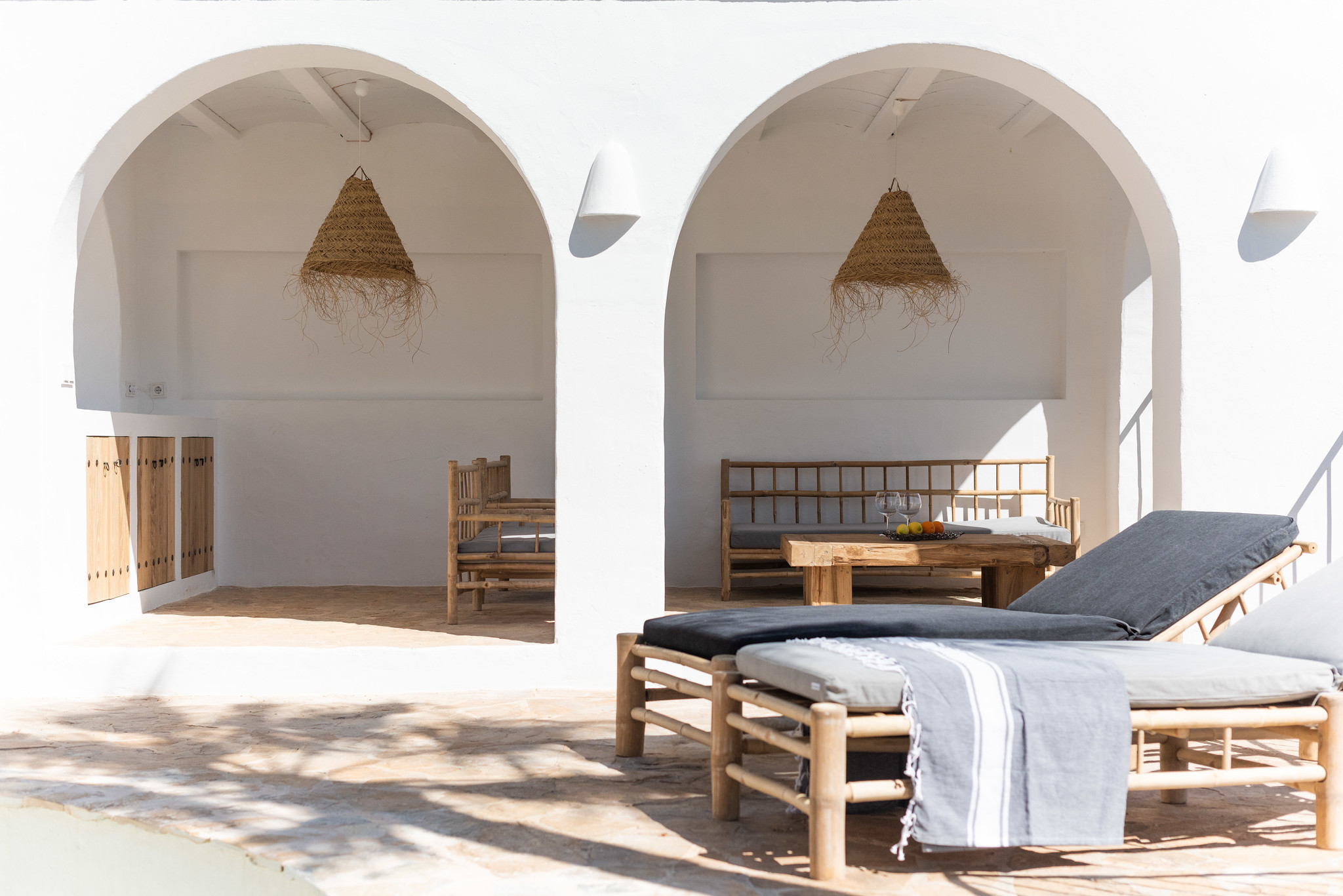 https://www.white-ibiza.com/wp-content/uploads/2020/05/white-ibiza-villas-can-cactus-terrace-sunloungers.jpg