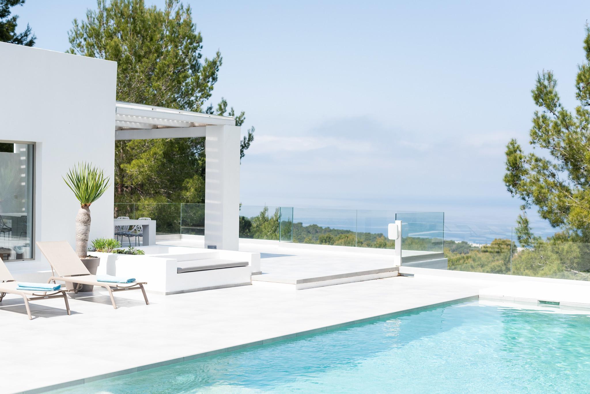https://www.white-ibiza.com/wp-content/uploads/2020/05/white-ibiza-villas-can-dela-across-the-pool.jpg