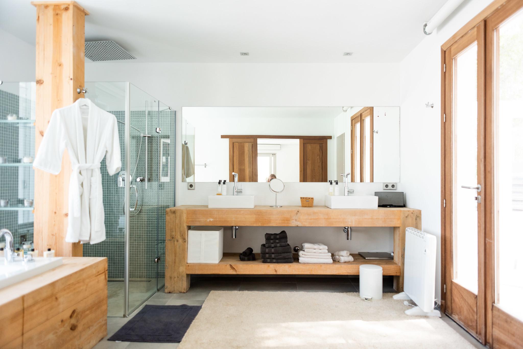 https://www.white-ibiza.com/wp-content/uploads/2020/05/white-ibiza-villas-can-dela-bathroom.jpg