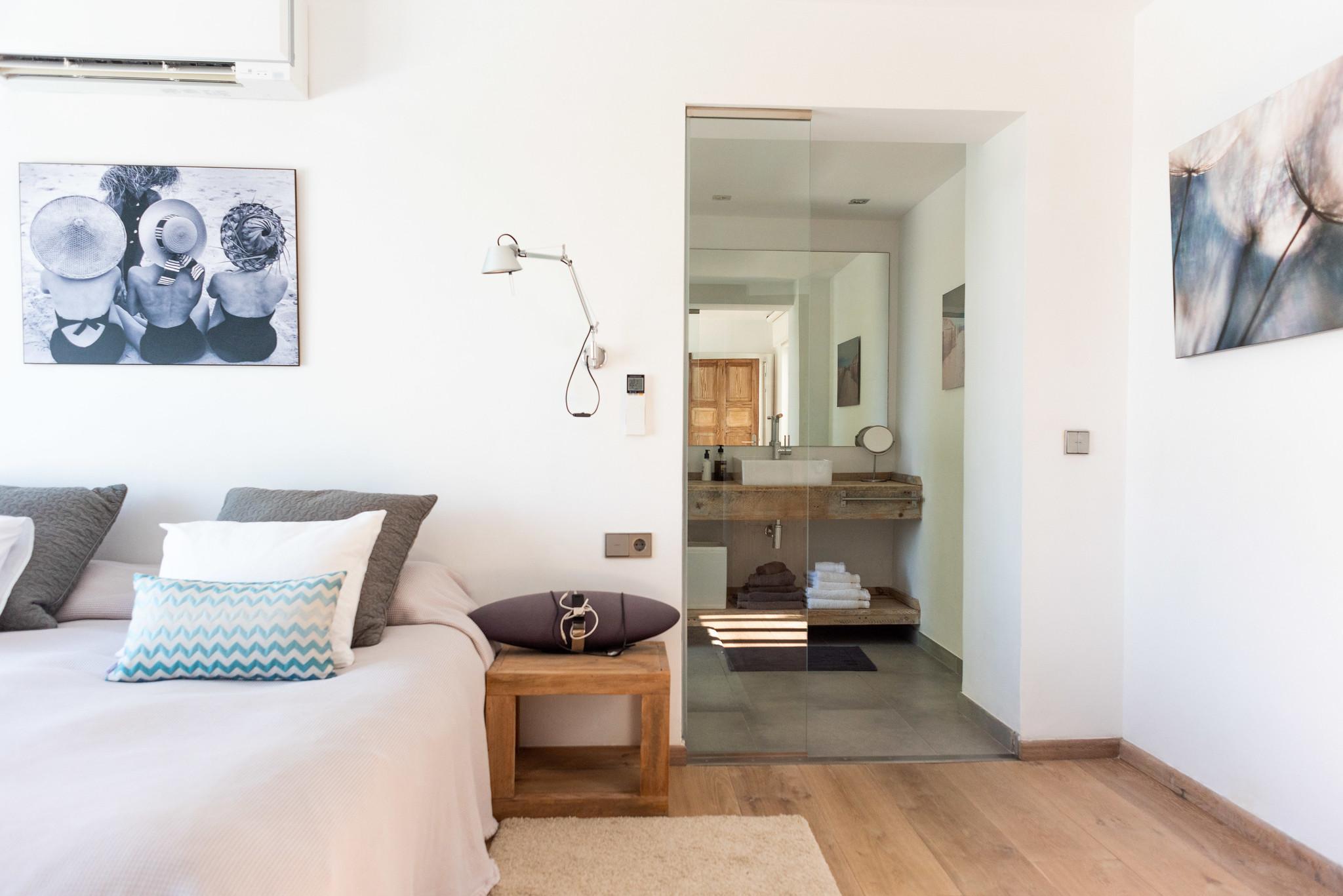 https://www.white-ibiza.com/wp-content/uploads/2020/05/white-ibiza-villas-can-dela-bedroom-into-en-suite.jpg