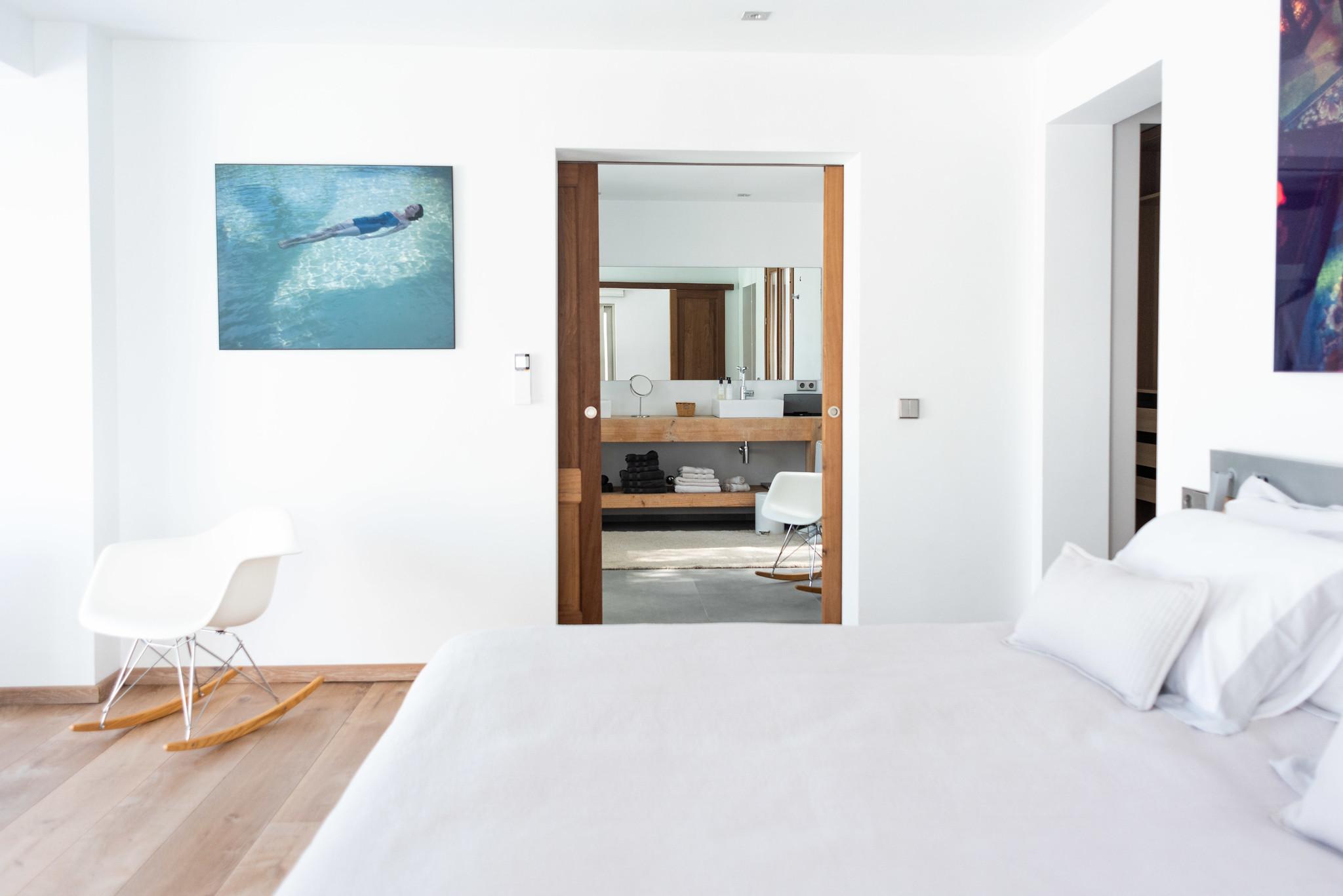 https://www.white-ibiza.com/wp-content/uploads/2020/05/white-ibiza-villas-can-dela-double-bedroom3.jpg