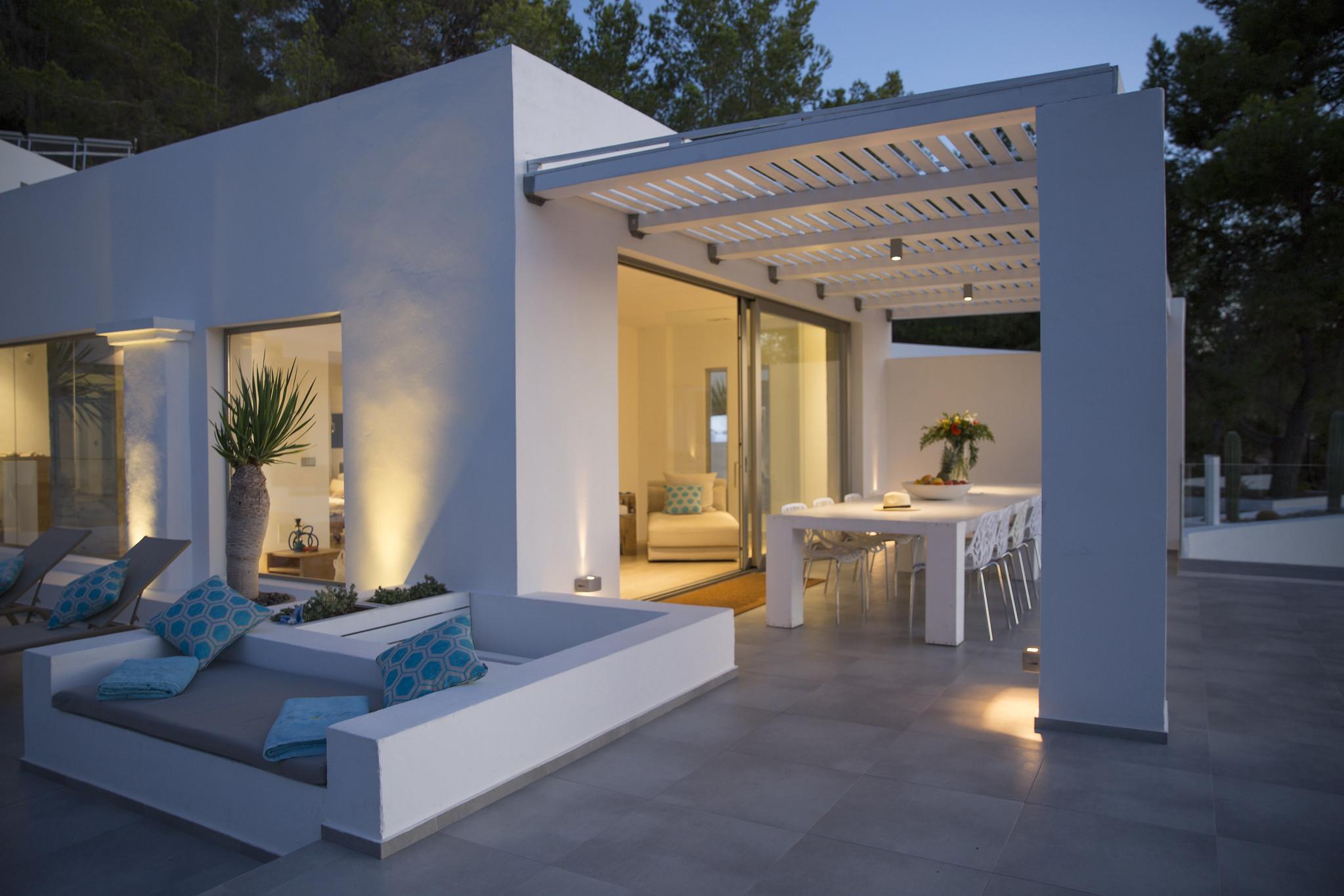 https://www.white-ibiza.com/wp-content/uploads/2020/05/white-ibiza-villas-can-dela-evening-terrace.jpg