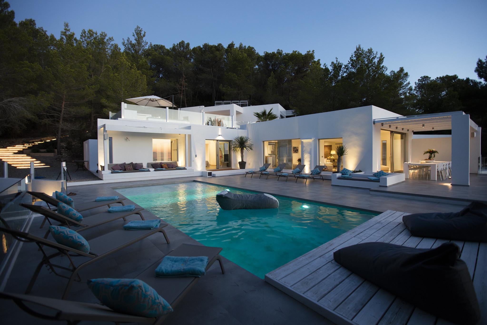 https://www.white-ibiza.com/wp-content/uploads/2020/05/white-ibiza-villas-can-dela-evening.jpg