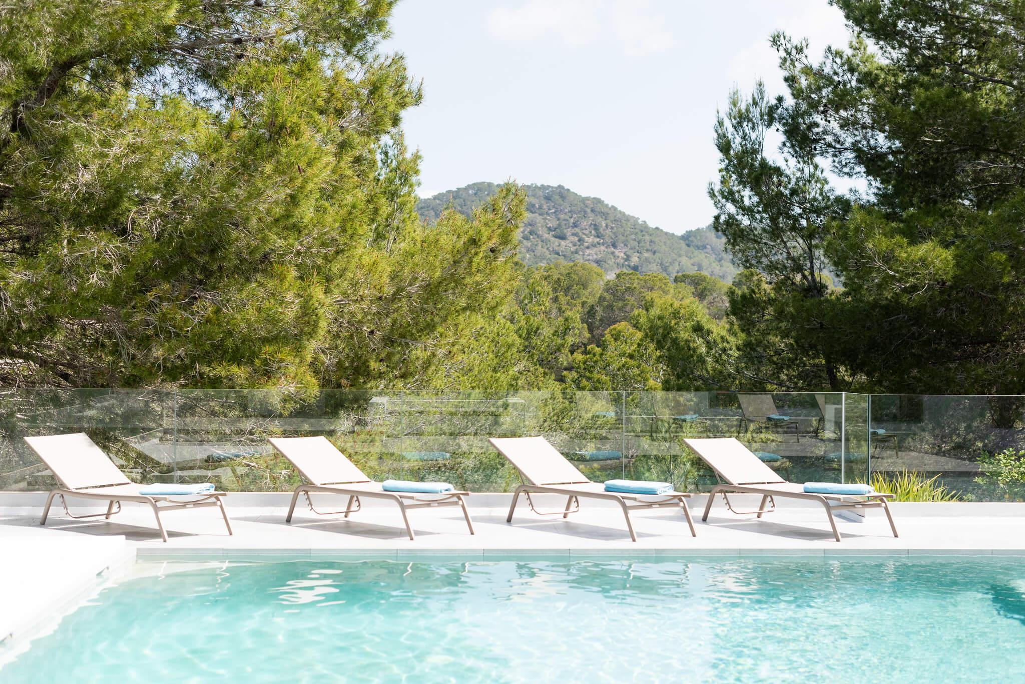 https://www.white-ibiza.com/wp-content/uploads/2020/05/white-ibiza-villas-can-dela-loungers.jpg