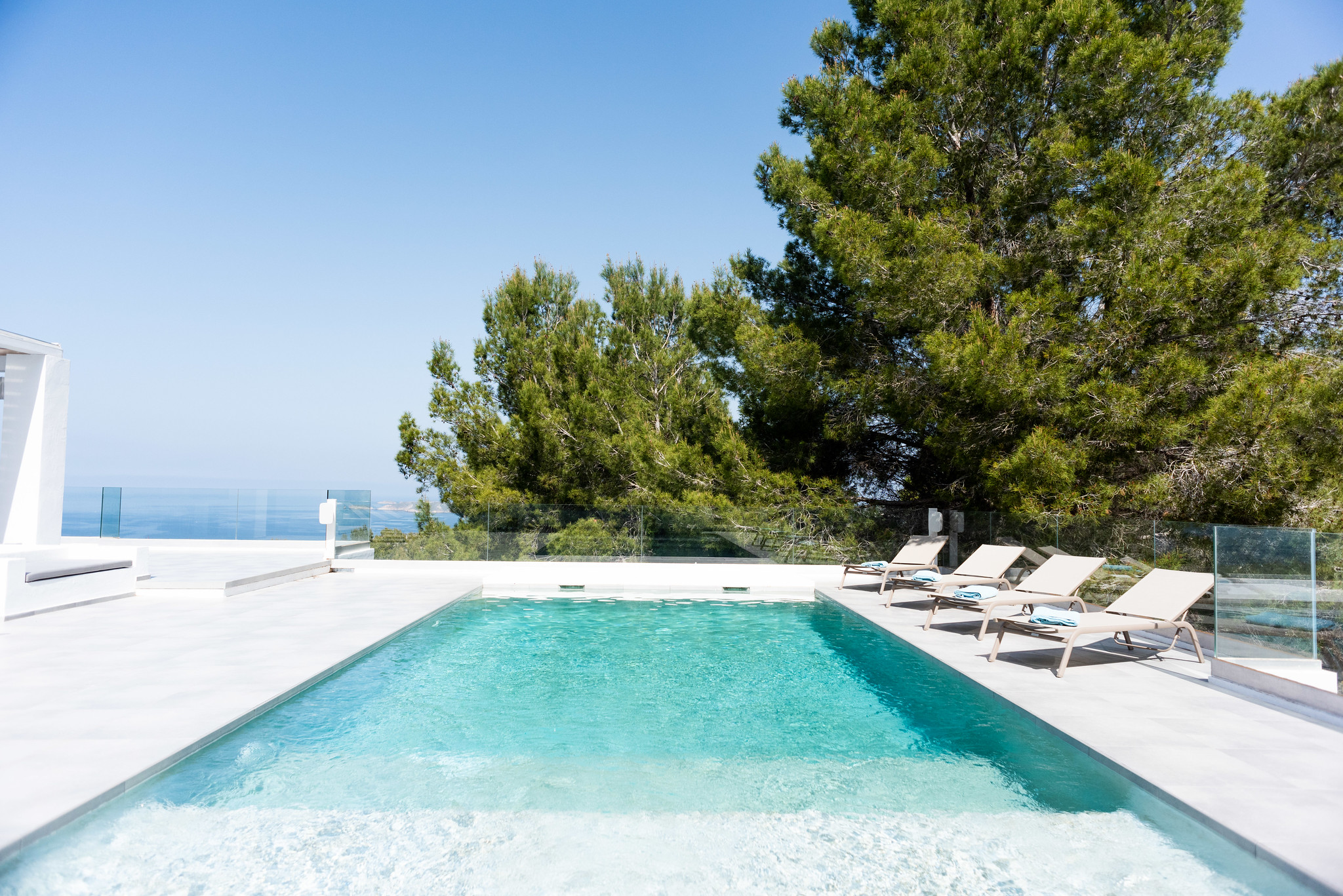 https://www.white-ibiza.com/wp-content/uploads/2020/05/white-ibiza-villas-can-dela-pool-length.jpg