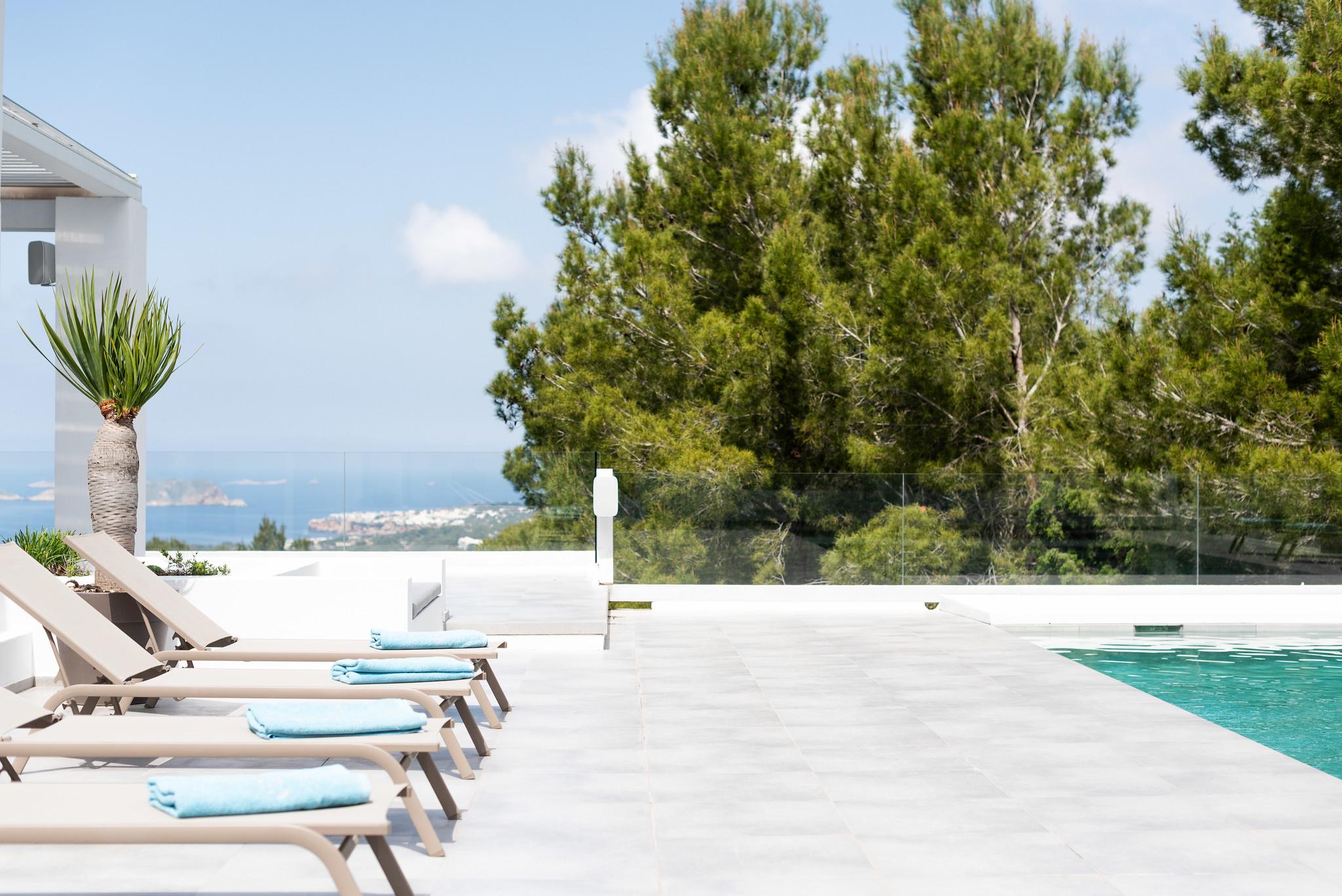 https://www.white-ibiza.com/wp-content/uploads/2020/05/white-ibiza-villas-can-dela-poolside.jpg