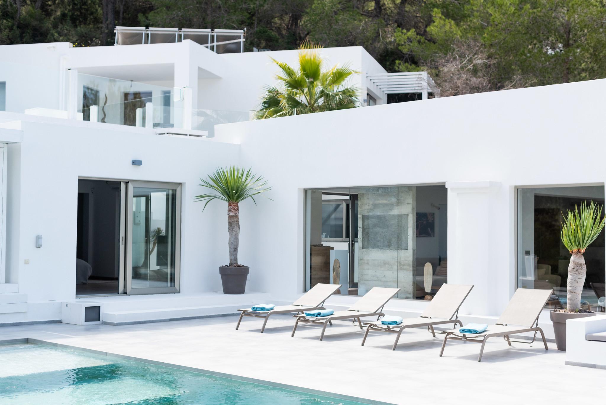 https://www.white-ibiza.com/wp-content/uploads/2020/05/white-ibiza-villas-can-dela-view-back-to-house.jpg