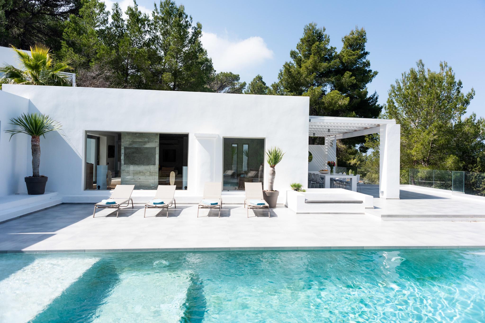 https://www.white-ibiza.com/wp-content/uploads/2020/05/white-ibiza-villas-can-dela-view-into-house.jpg