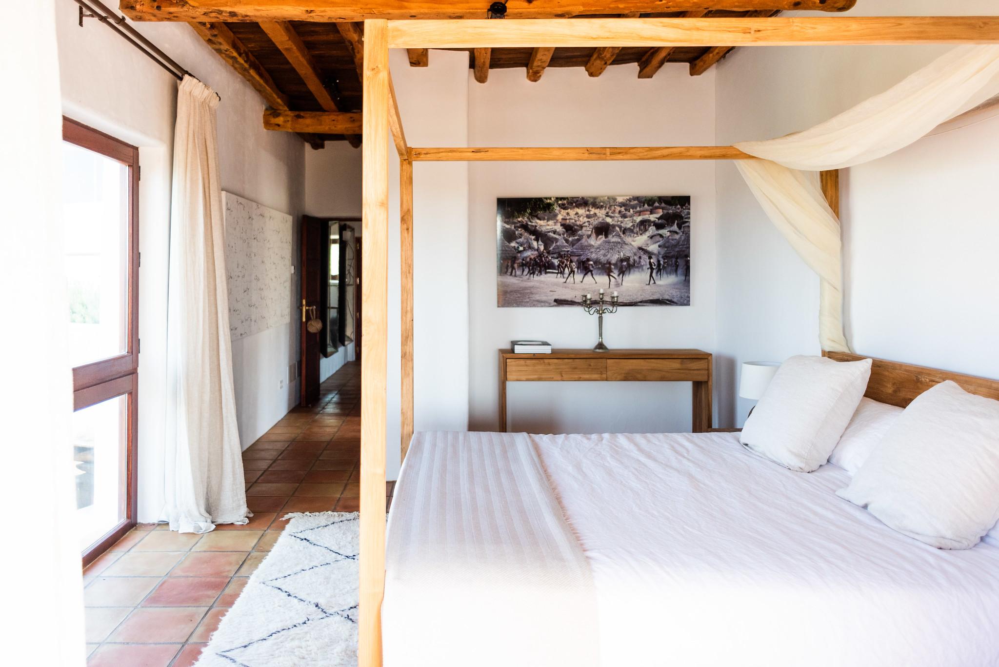https://www.white-ibiza.com/wp-content/uploads/2020/05/white-ibiza-villas-can-lavanda-bedroom.jpg