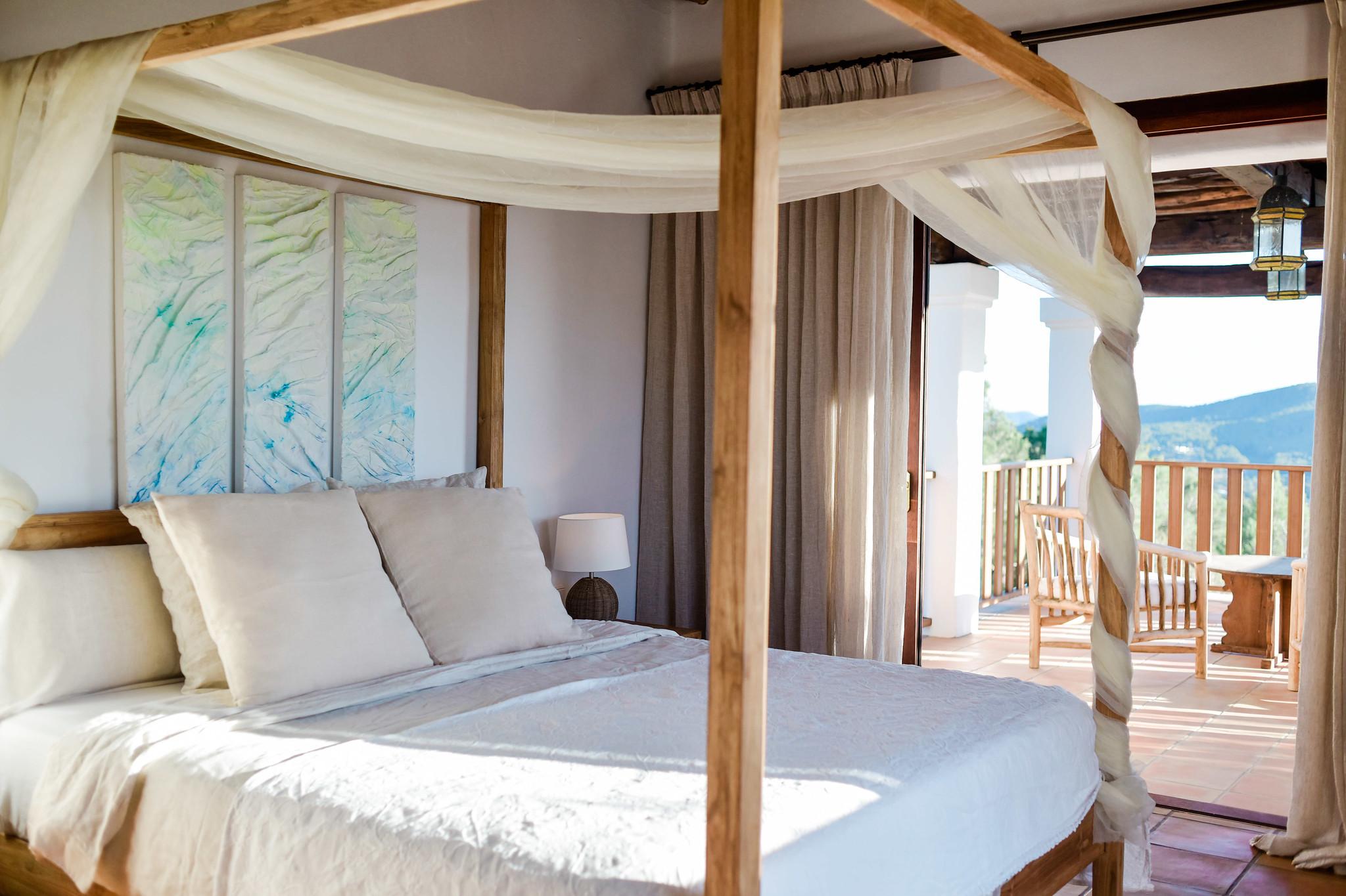 https://www.white-ibiza.com/wp-content/uploads/2020/05/white-ibiza-villas-can-lavanda-bedroom2.jpg