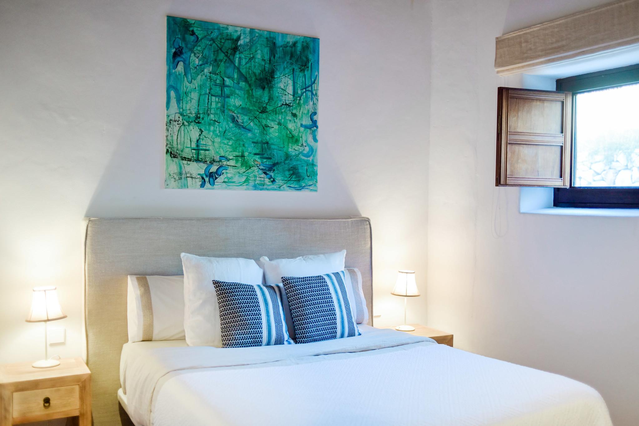 https://www.white-ibiza.com/wp-content/uploads/2020/05/white-ibiza-villas-can-lavanda-double-bedroom.jpg