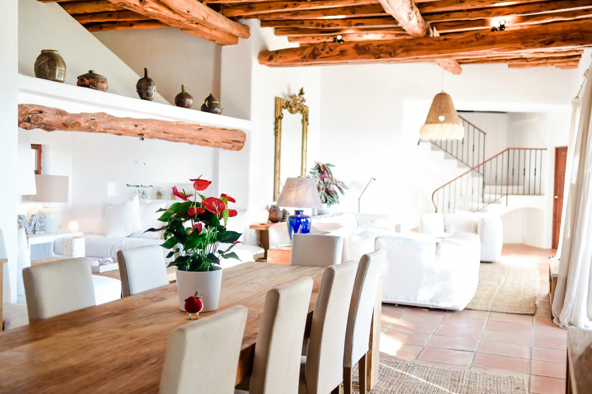 https://www.white-ibiza.com/wp-content/uploads/2020/05/white-ibiza-villas-can-lavanda-inside-dining.jpg
