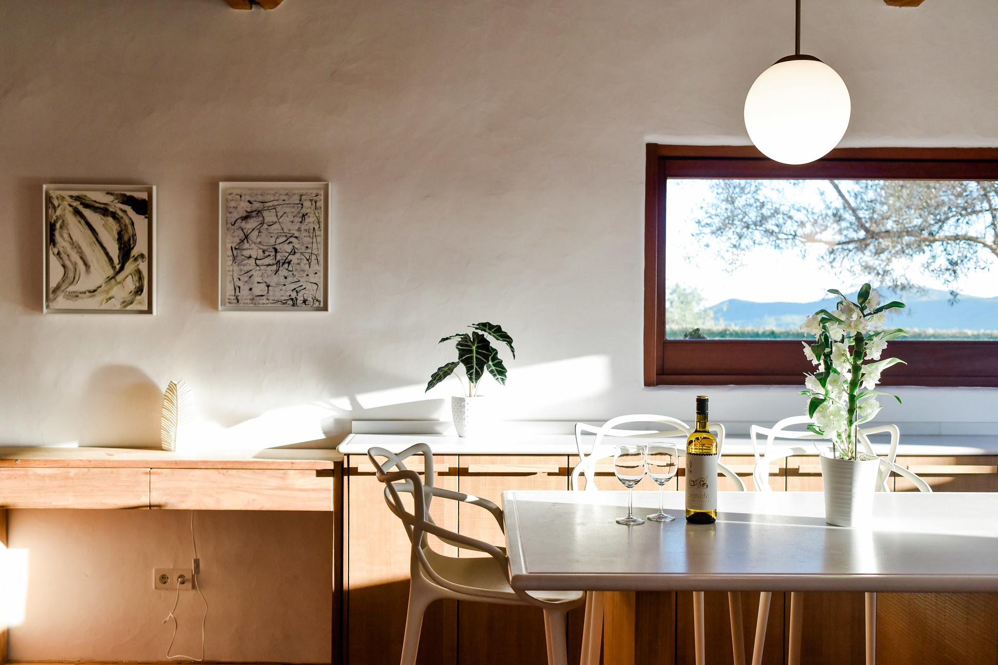 https://www.white-ibiza.com/wp-content/uploads/2020/05/white-ibiza-villas-can-lavanda-kitchen.jpg