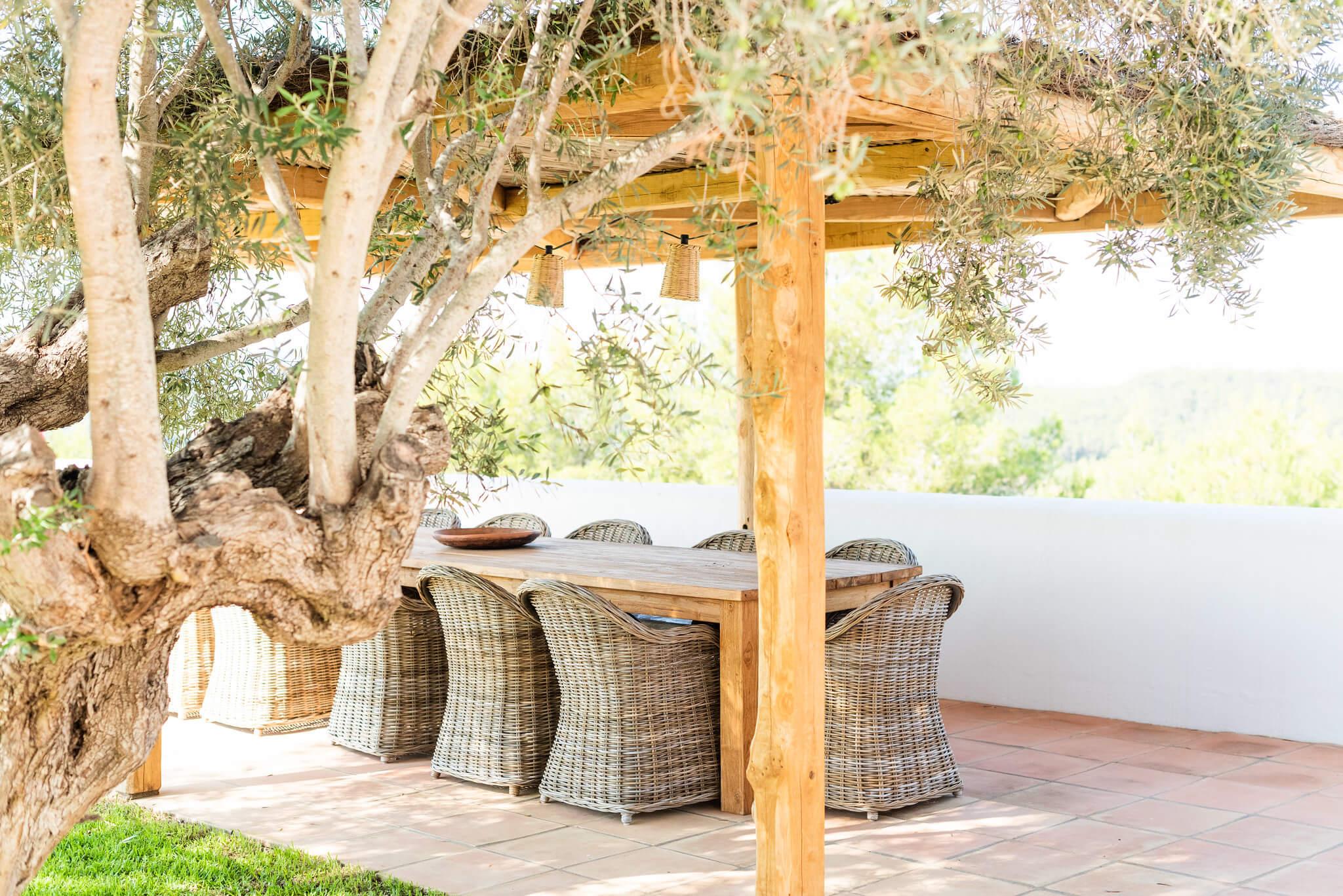 https://www.white-ibiza.com/wp-content/uploads/2020/05/white-ibiza-villas-can-lavanda-outside-dining.jpg