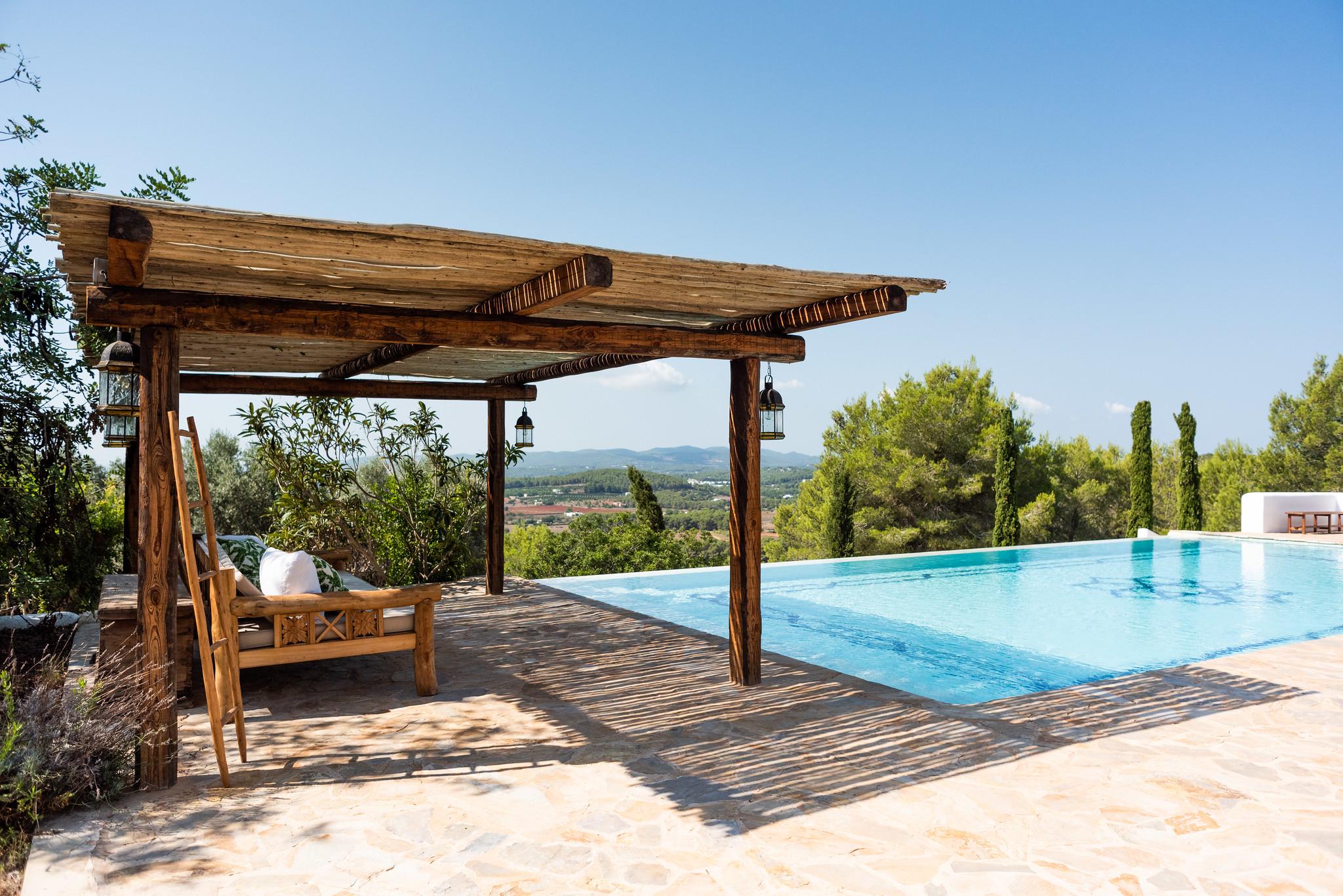 https://www.white-ibiza.com/wp-content/uploads/2020/05/white-ibiza-villas-can-lavanda-pool-side.jpg