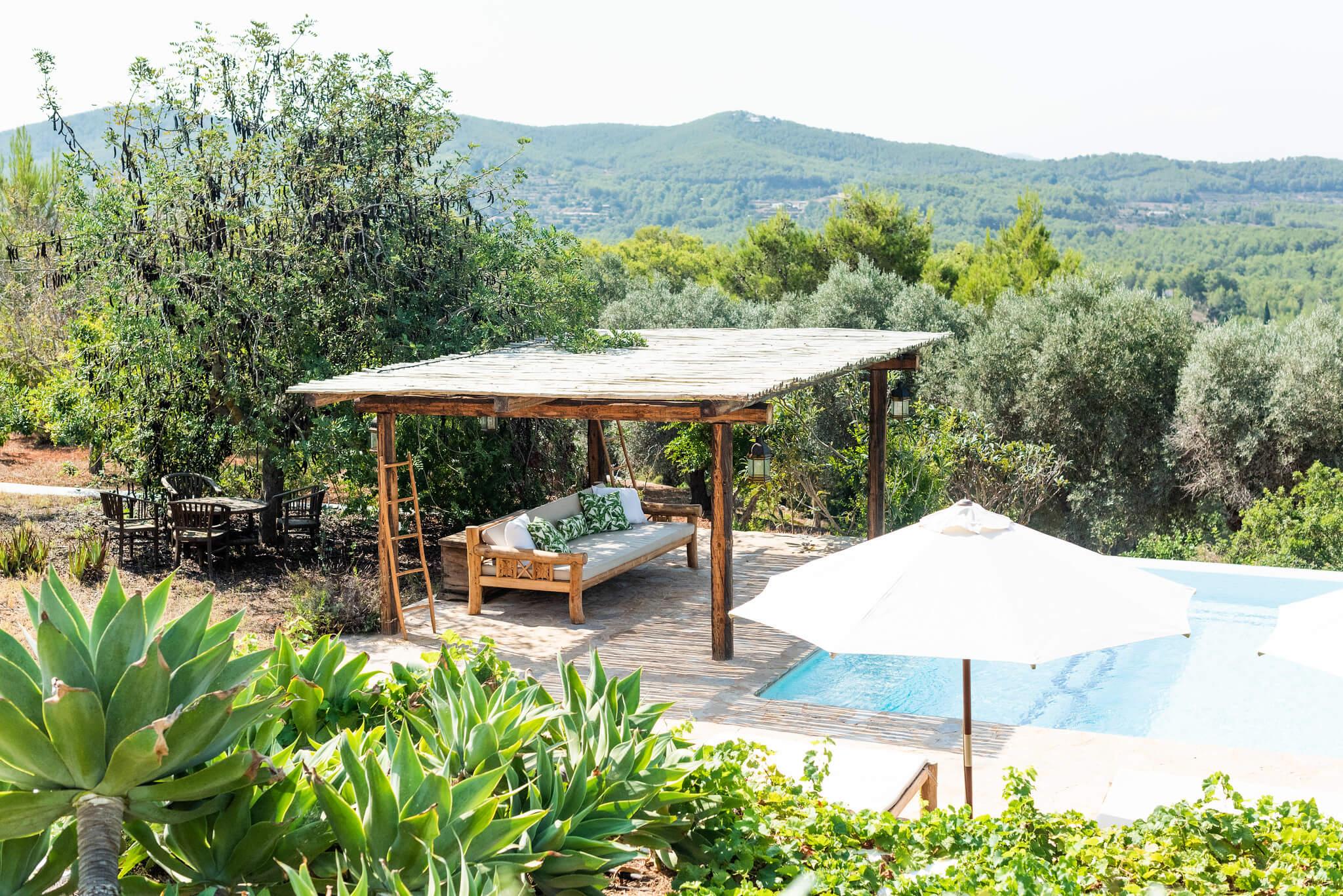 https://www.white-ibiza.com/wp-content/uploads/2020/05/white-ibiza-villas-can-lavanda-poolside-chill-out.jpg