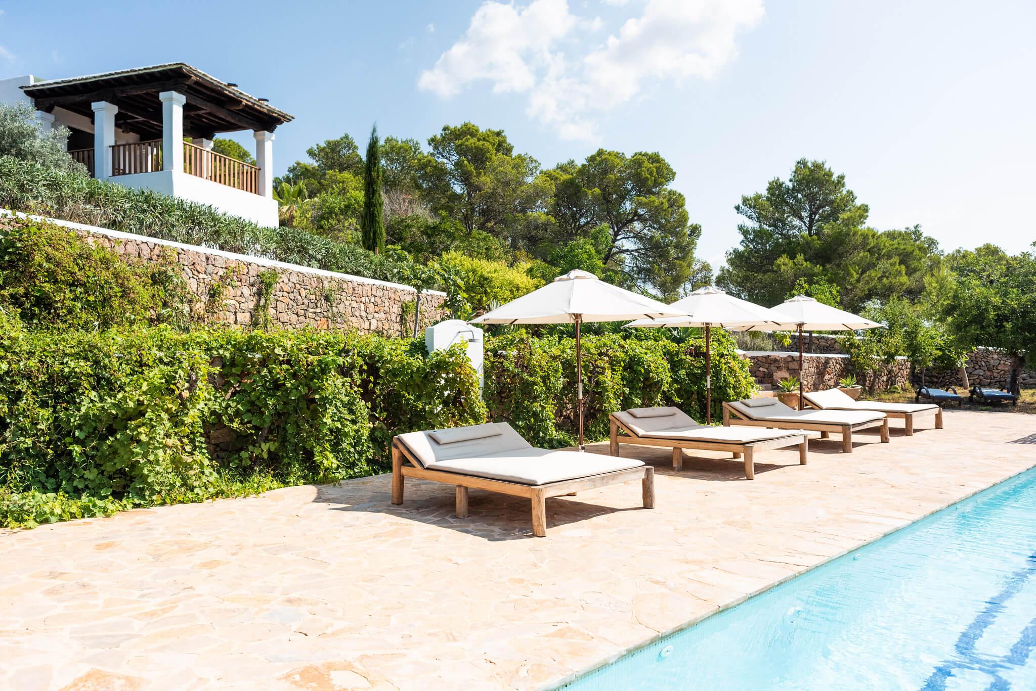 https://www.white-ibiza.com/wp-content/uploads/2020/05/white-ibiza-villas-can-lavanda-sun-loungers.jpg