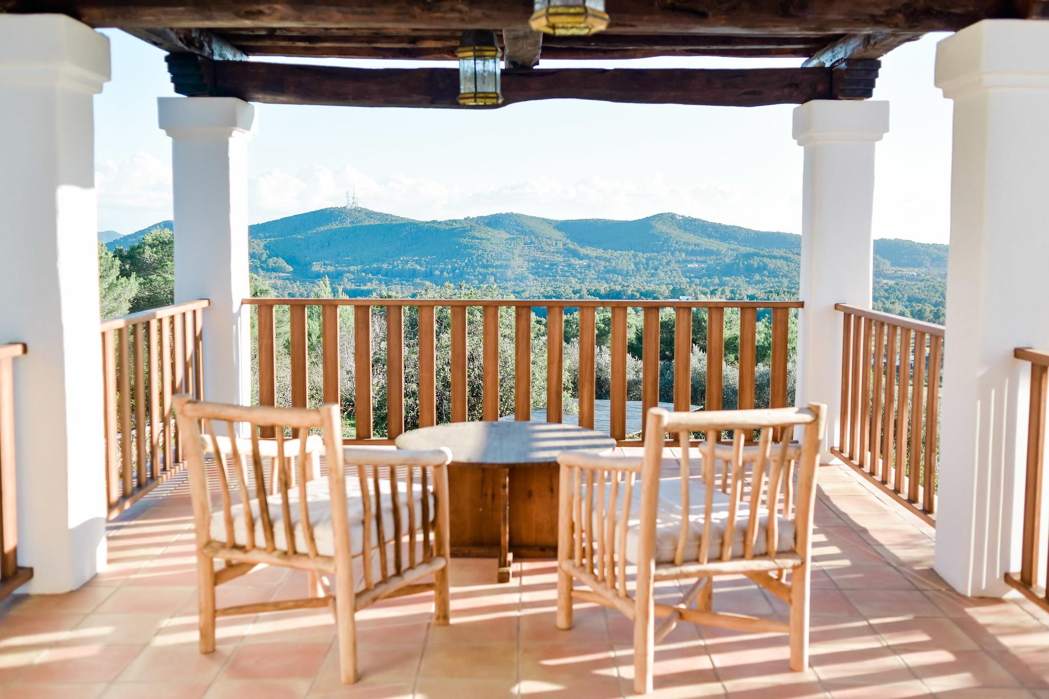 https://www.white-ibiza.com/wp-content/uploads/2020/05/white-ibiza-villas-can-lavanda-terrace-seating.jpg