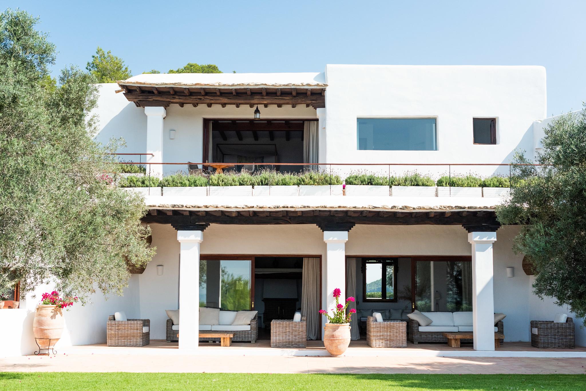 https://www.white-ibiza.com/wp-content/uploads/2020/05/white-ibiza-villas-can-lavanda-view-to-the-house.jpg