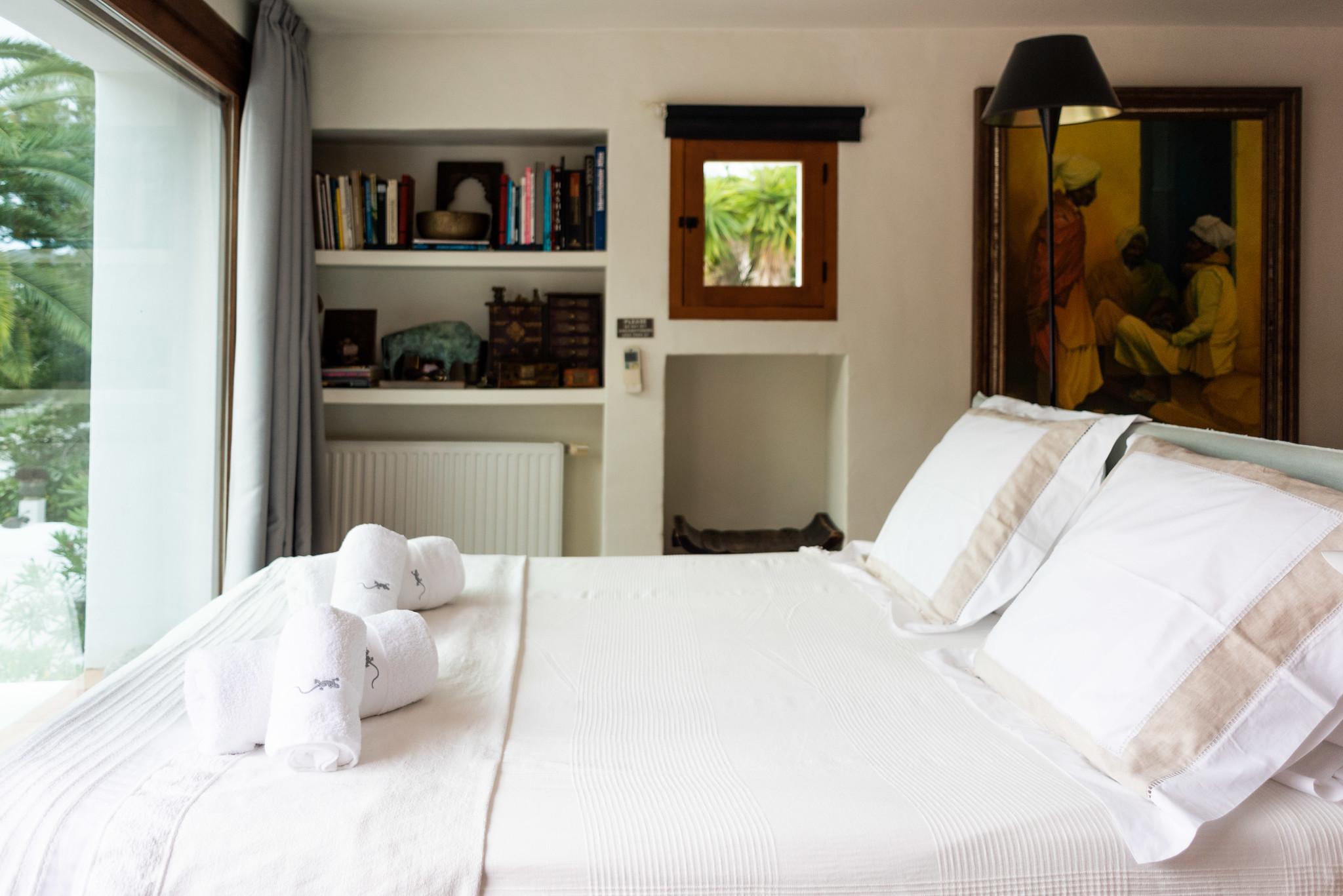 https://www.white-ibiza.com/wp-content/uploads/2020/05/white-ibiza-villas-can-lyra-bedroom.jpg
