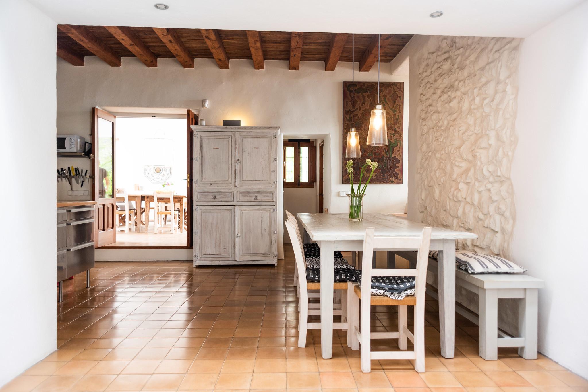 https://www.white-ibiza.com/wp-content/uploads/2020/05/white-ibiza-villas-can-lyra-breakfast-table.jpg