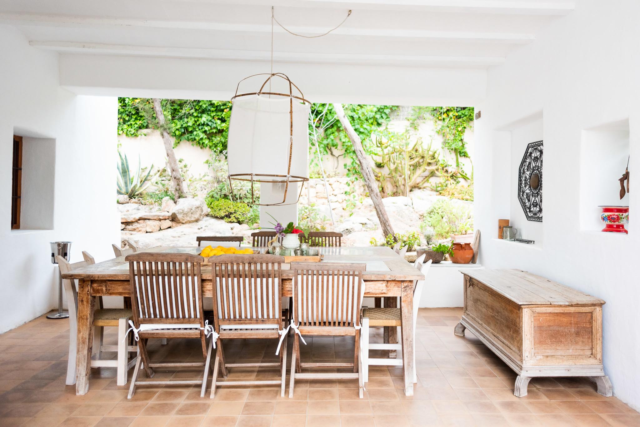 https://www.white-ibiza.com/wp-content/uploads/2020/05/white-ibiza-villas-can-lyra-exterior-dining.jpg