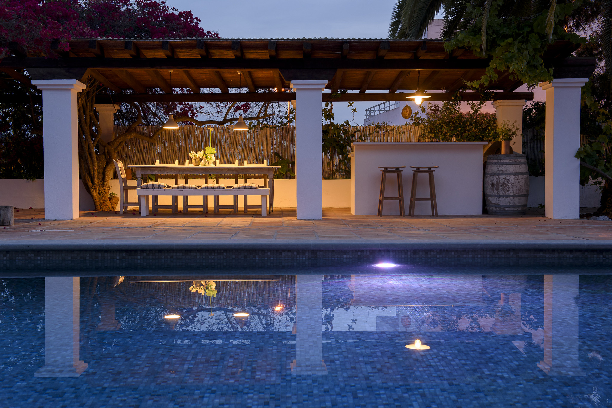 https://www.white-ibiza.com/wp-content/uploads/2020/05/white-ibiza-villas-can-lyra-exterior-pool-bar.jpg