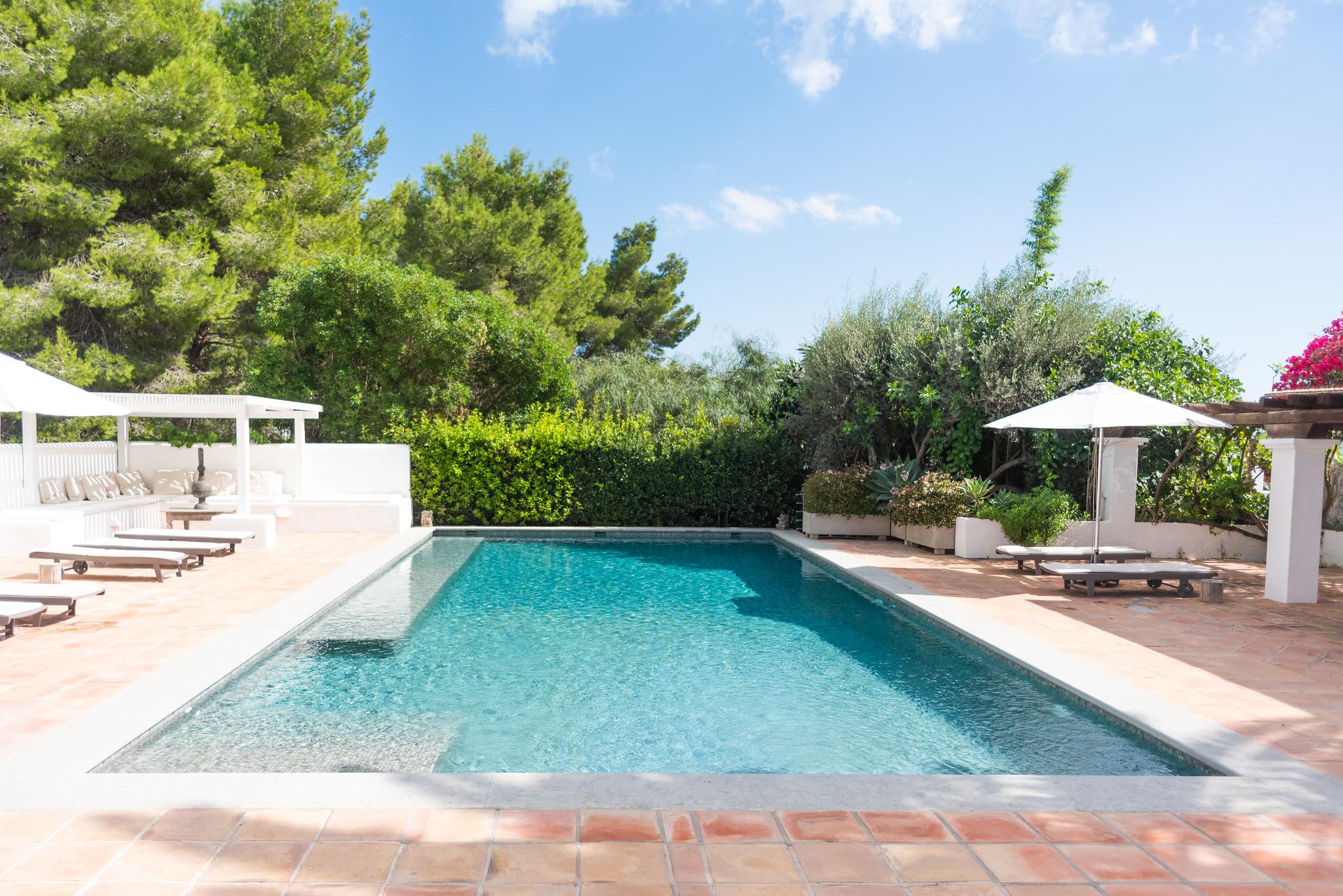 https://www.white-ibiza.com/wp-content/uploads/2020/05/white-ibiza-villas-can-lyra-exterior-pool-length.jpg