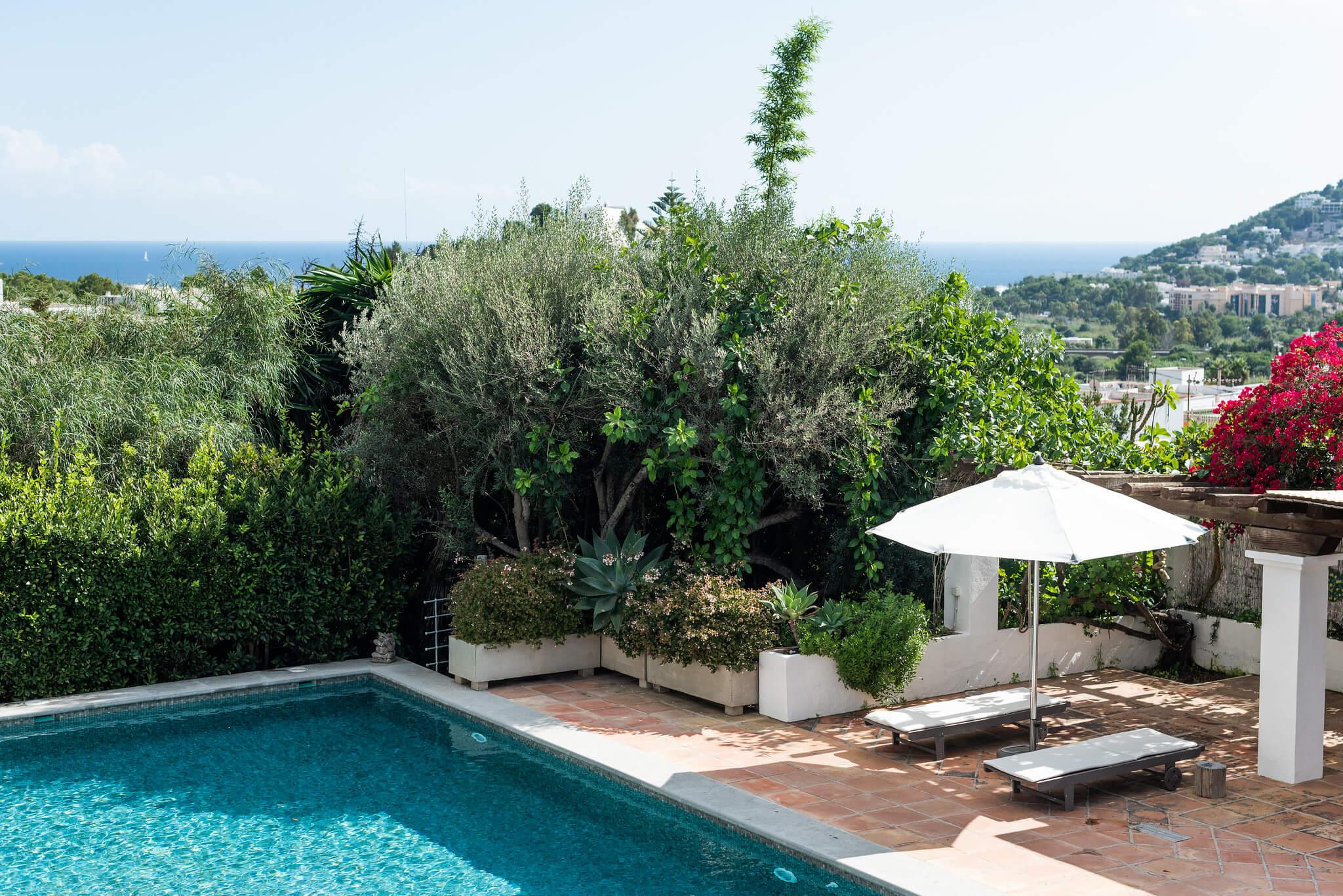 https://www.white-ibiza.com/wp-content/uploads/2020/05/white-ibiza-villas-can-lyra-exterior-views.jpg