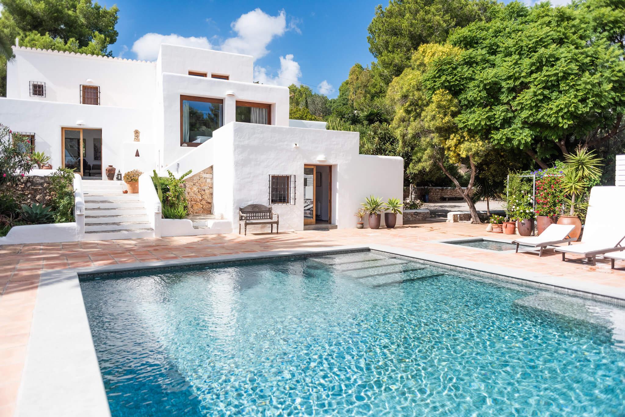 https://www.white-ibiza.com/wp-content/uploads/2020/05/white-ibiza-villas-can-lyra-exterior.jpg