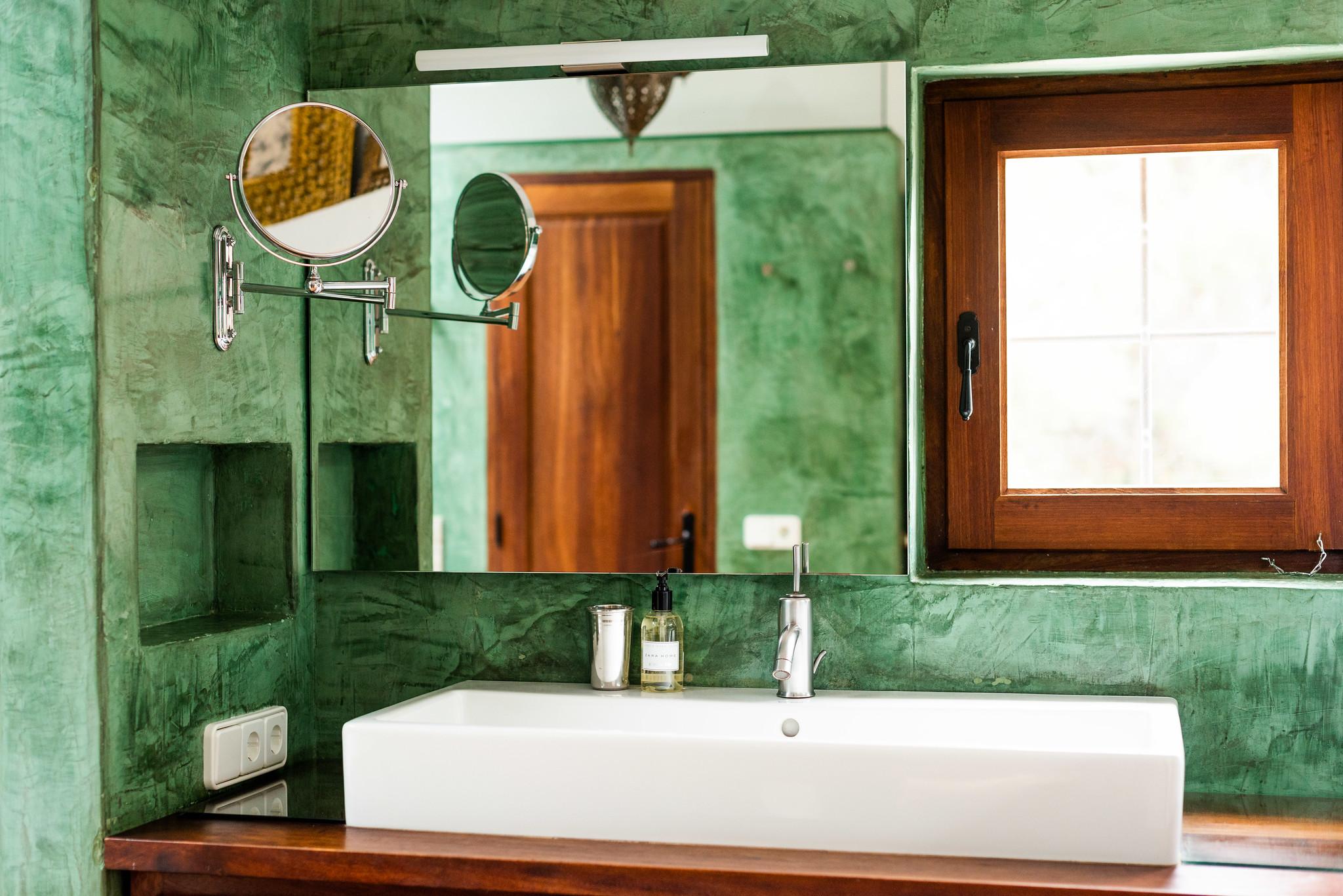 https://www.white-ibiza.com/wp-content/uploads/2020/05/white-ibiza-villas-can-lyra-green-bathroom.jpg