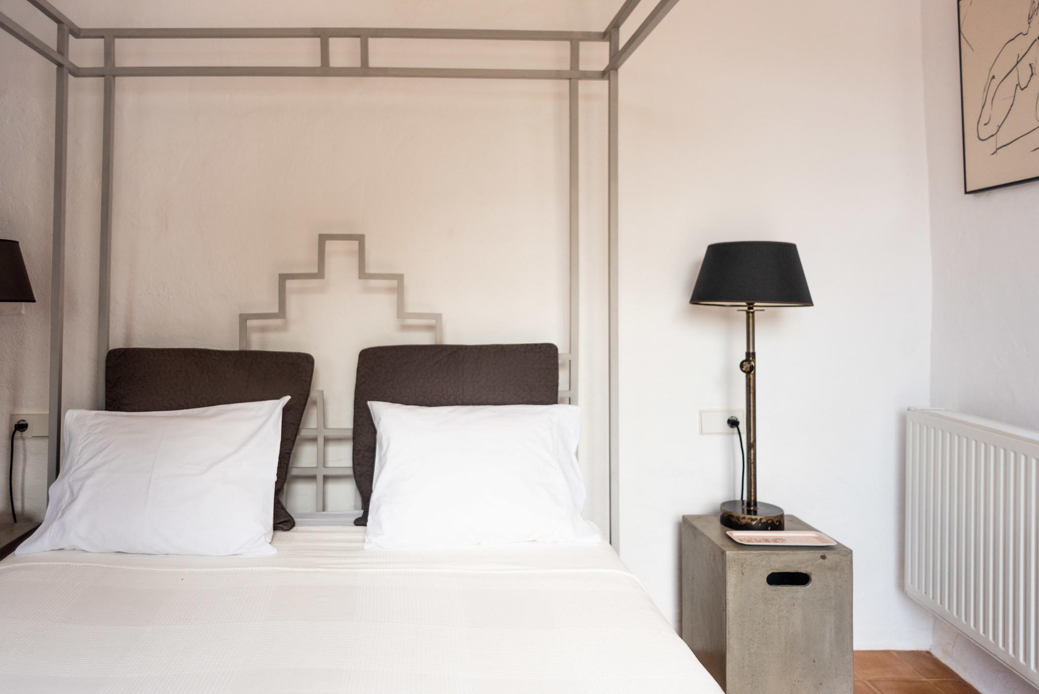 https://www.white-ibiza.com/wp-content/uploads/2020/05/white-ibiza-villas-can-lyra-interior-bedroom.jpg