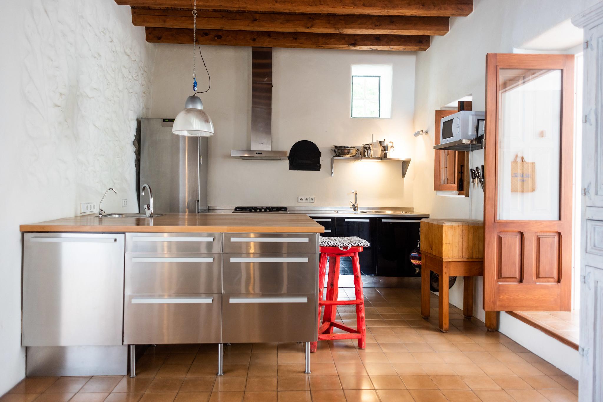 https://www.white-ibiza.com/wp-content/uploads/2020/05/white-ibiza-villas-can-lyra-interior-kitchen.jpg
