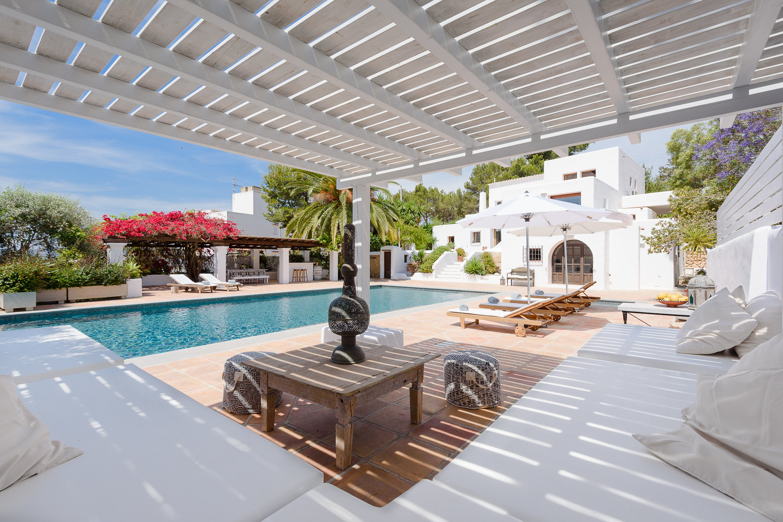 https://www.white-ibiza.com/wp-content/uploads/2020/05/white-ibiza-villas-can-lyra-outside-chill-out.jpg
