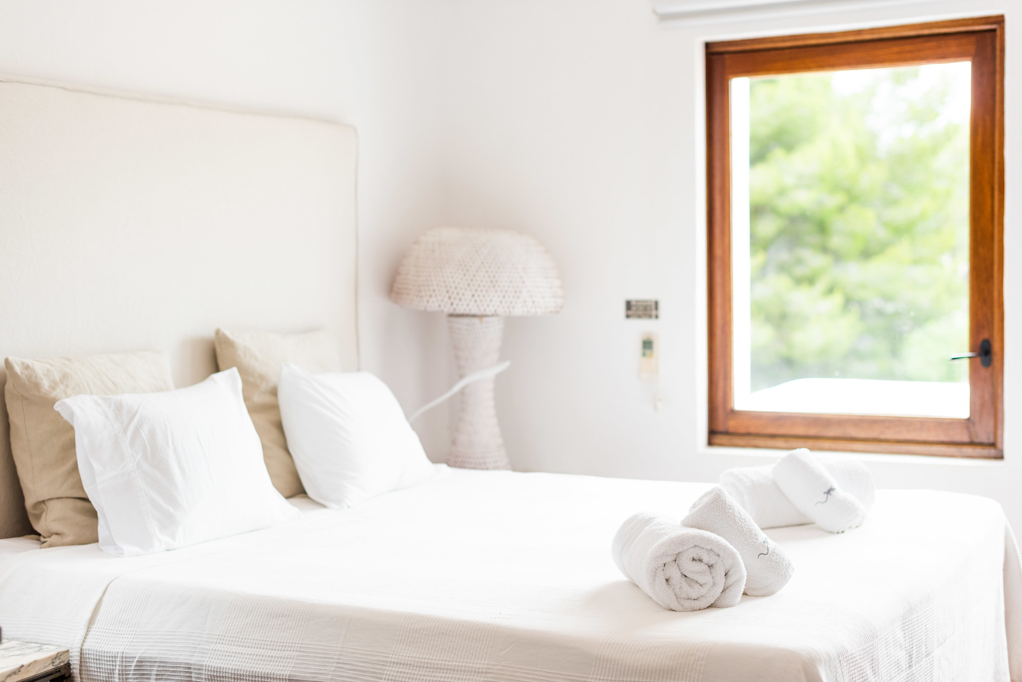 https://www.white-ibiza.com/wp-content/uploads/2020/05/white-ibiza-villas-can-lyra-room.jpg