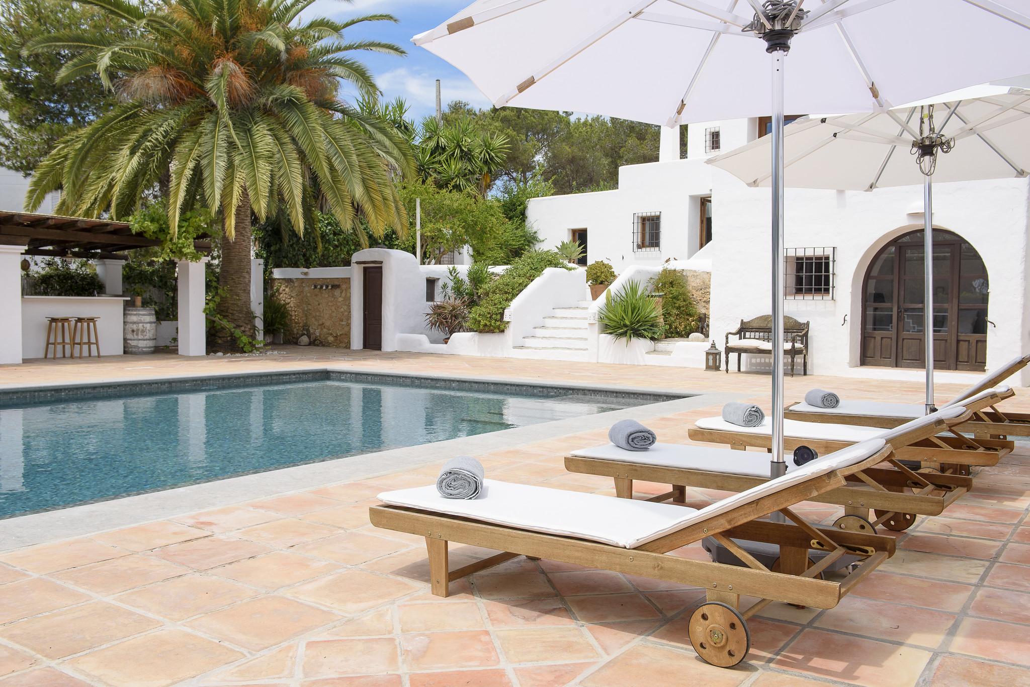 https://www.white-ibiza.com/wp-content/uploads/2020/05/white-ibiza-villas-can-lyra-sun-loungers.jpg
